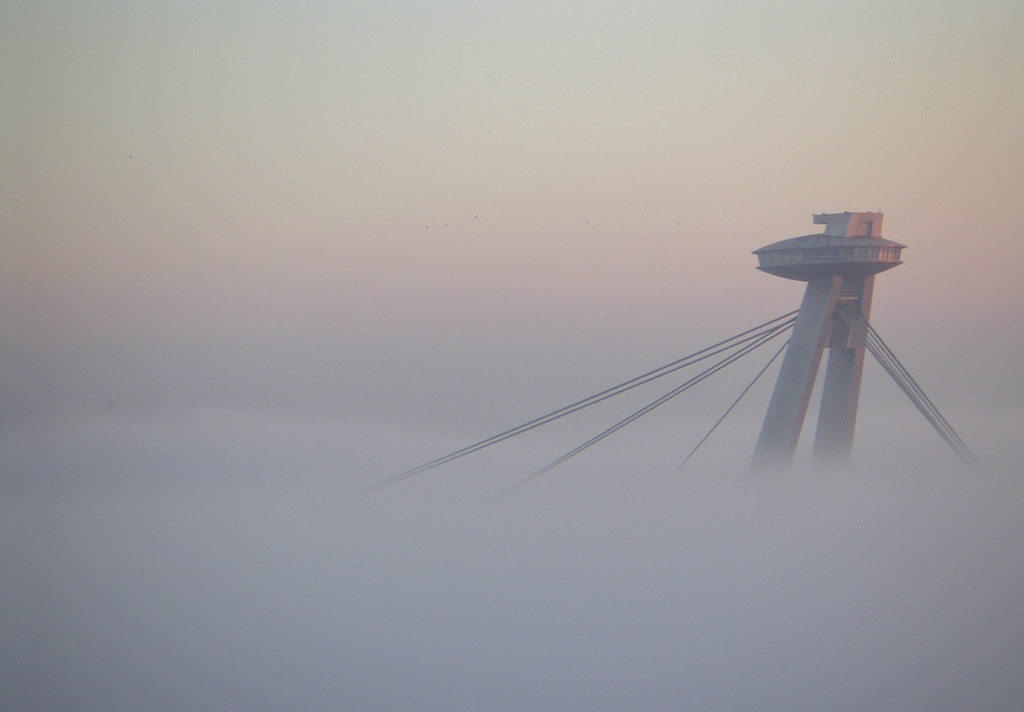 http://upload.wikimedia.org/wikipedia/commons/f/f7/Bratislava_Temperature_inversion1_2005-Nov-11.jpg