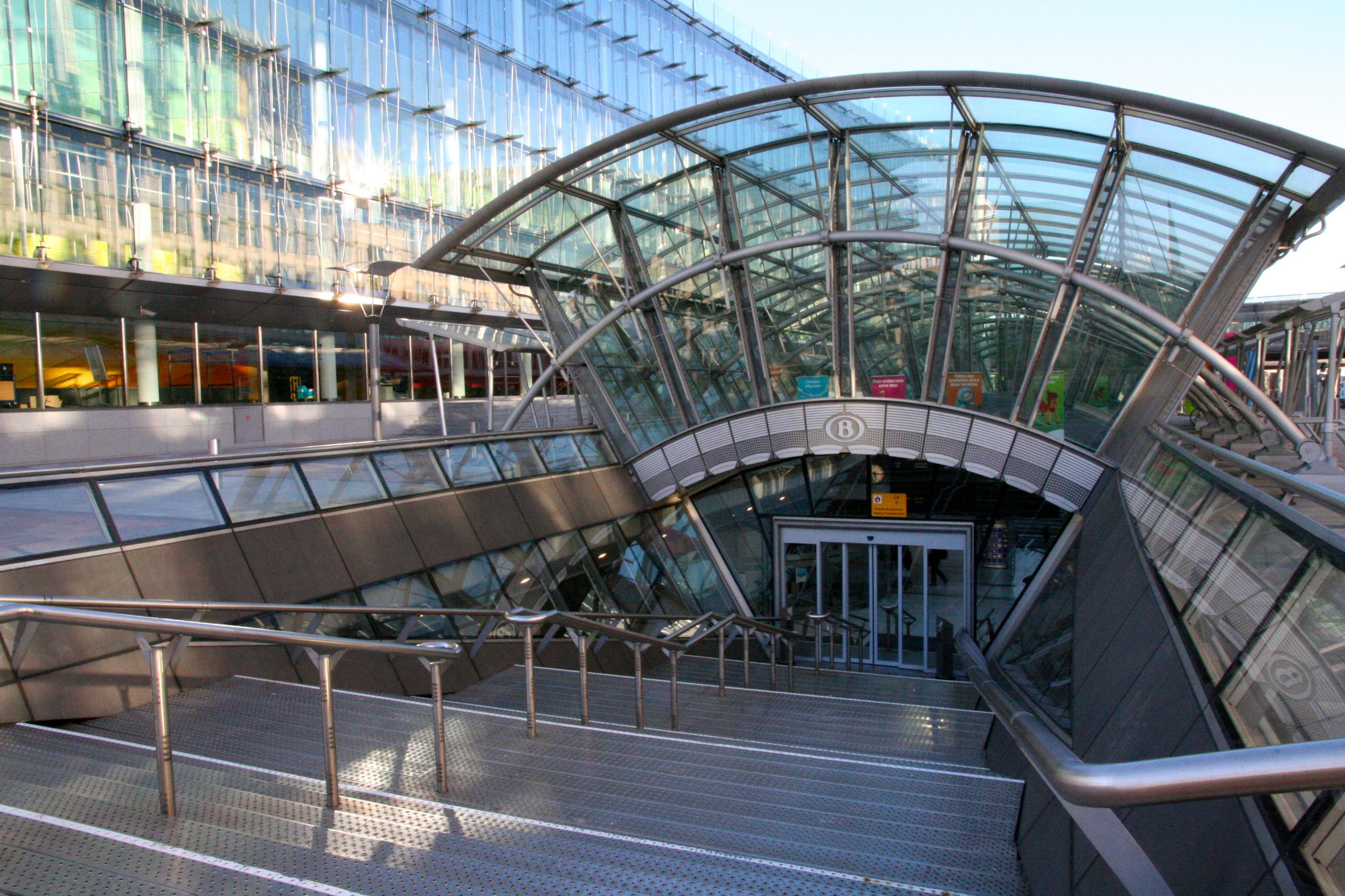 Brussels luxembourg railway station wikiwand - Station metro jardin du luxembourg ...