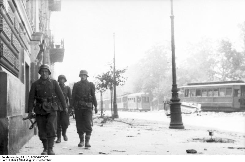 http://upload.wikimedia.org/wikipedia/commons/f/f7/Bundesarchiv_Bild_101I-695-0425-25%2C_Warschauer_Aufstand%2C_Soldaten_auf_Stra%C3%9Fe.jpg
