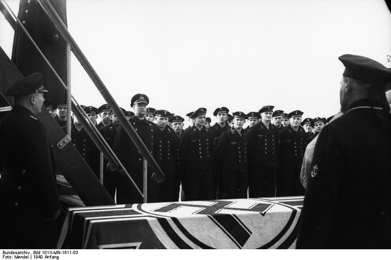 "Bundesarchiv Bild 101II-MN-1611-03, Stettin, ""Hansestadt Danzig"", Vereidigung"