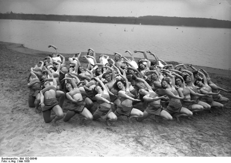 Bundesarchiv Bild 102-09849, Tanzschule Laban im Strandbad Wannsee