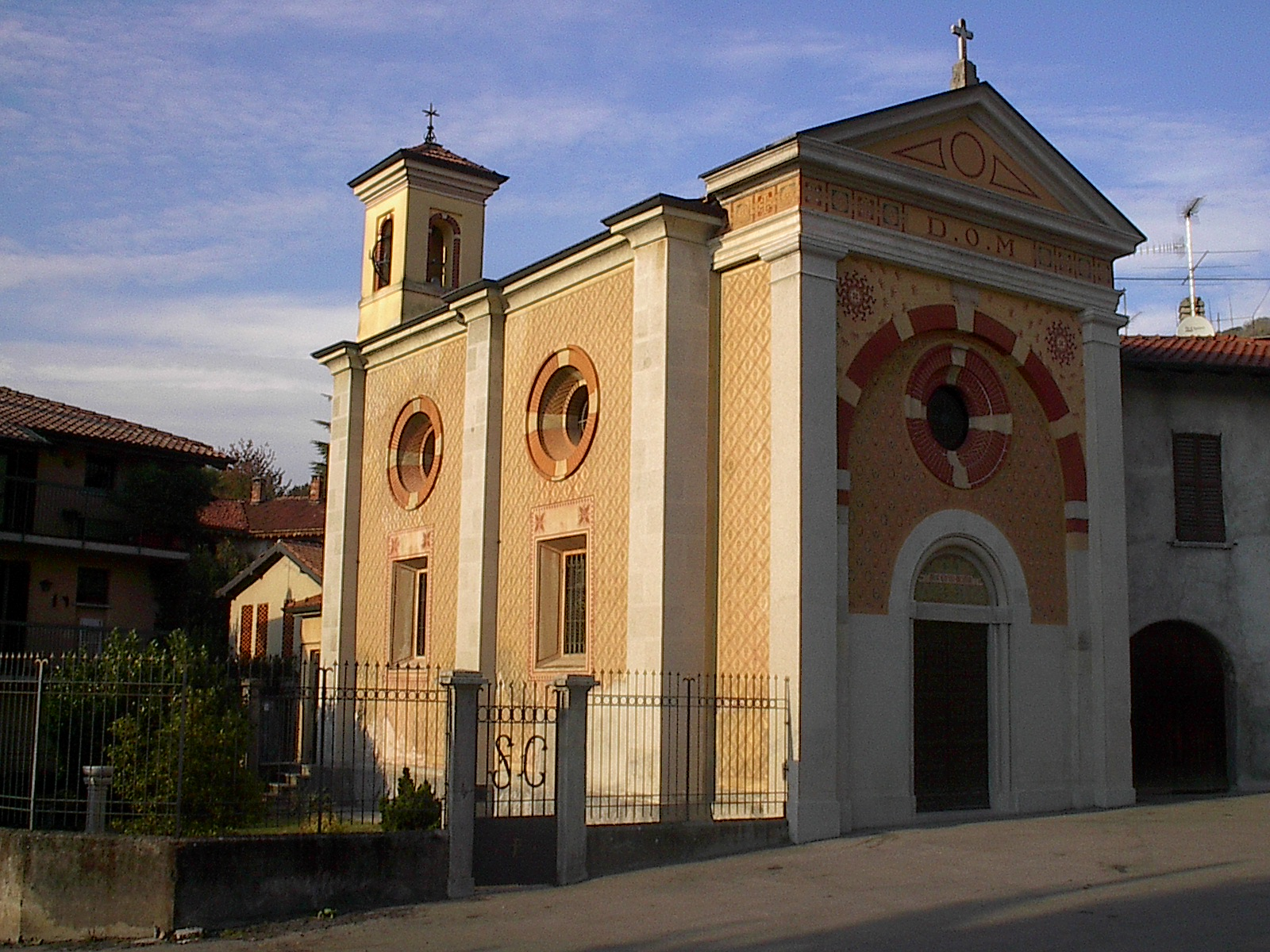 https://upload.wikimedia.org/wikipedia/commons/f/f7/Chiesa_di_San_Carlo_in_Gavirate.JPG