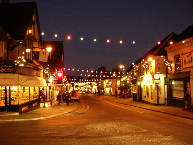 File:Christmas lights on Lyndhurst High Street, New Forest - geograph.org. - File:Christmas Lights On Lyndhurst High Street, New Forest