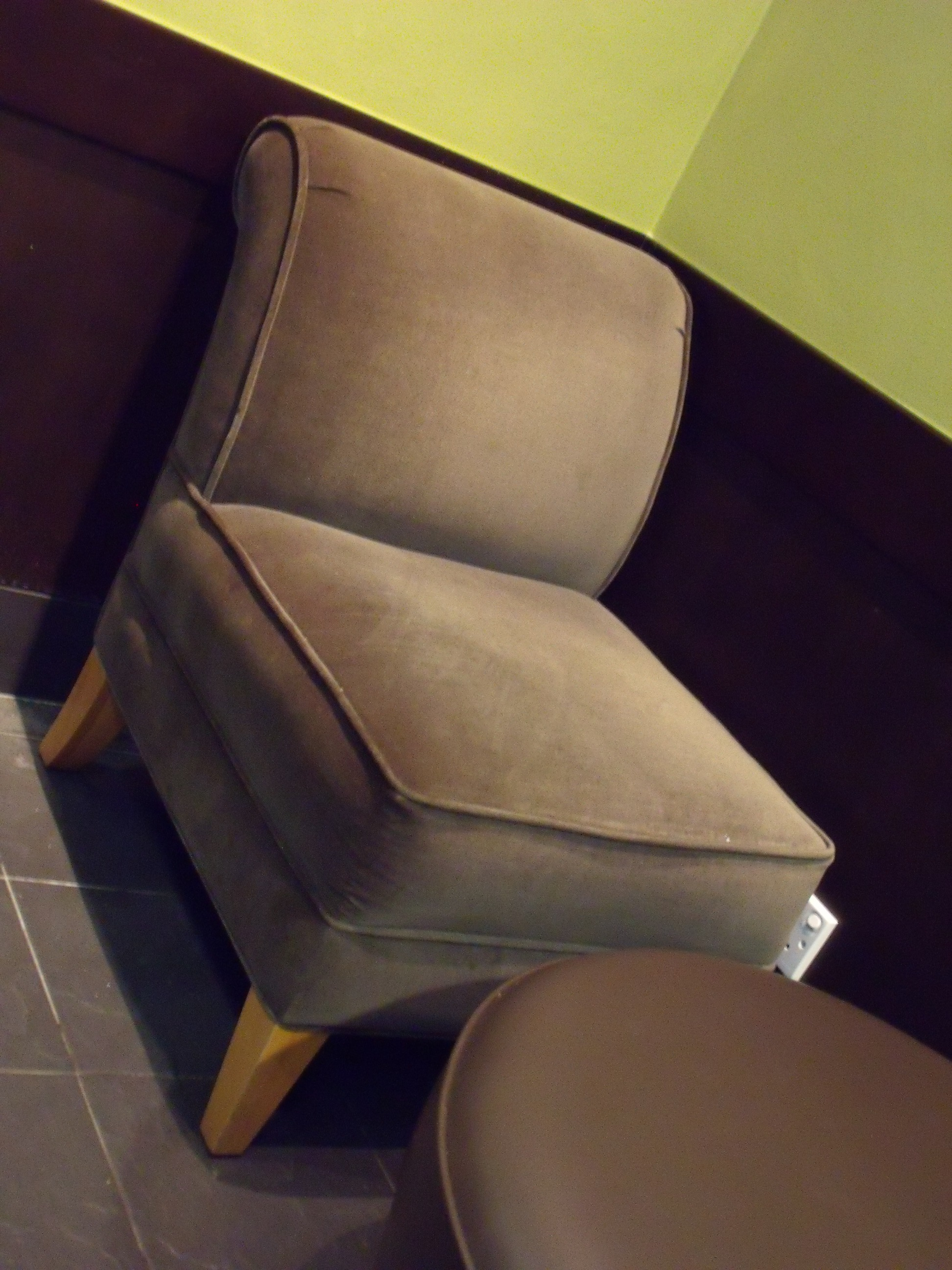 File:Easy Chair In A Singapore Starbucks
