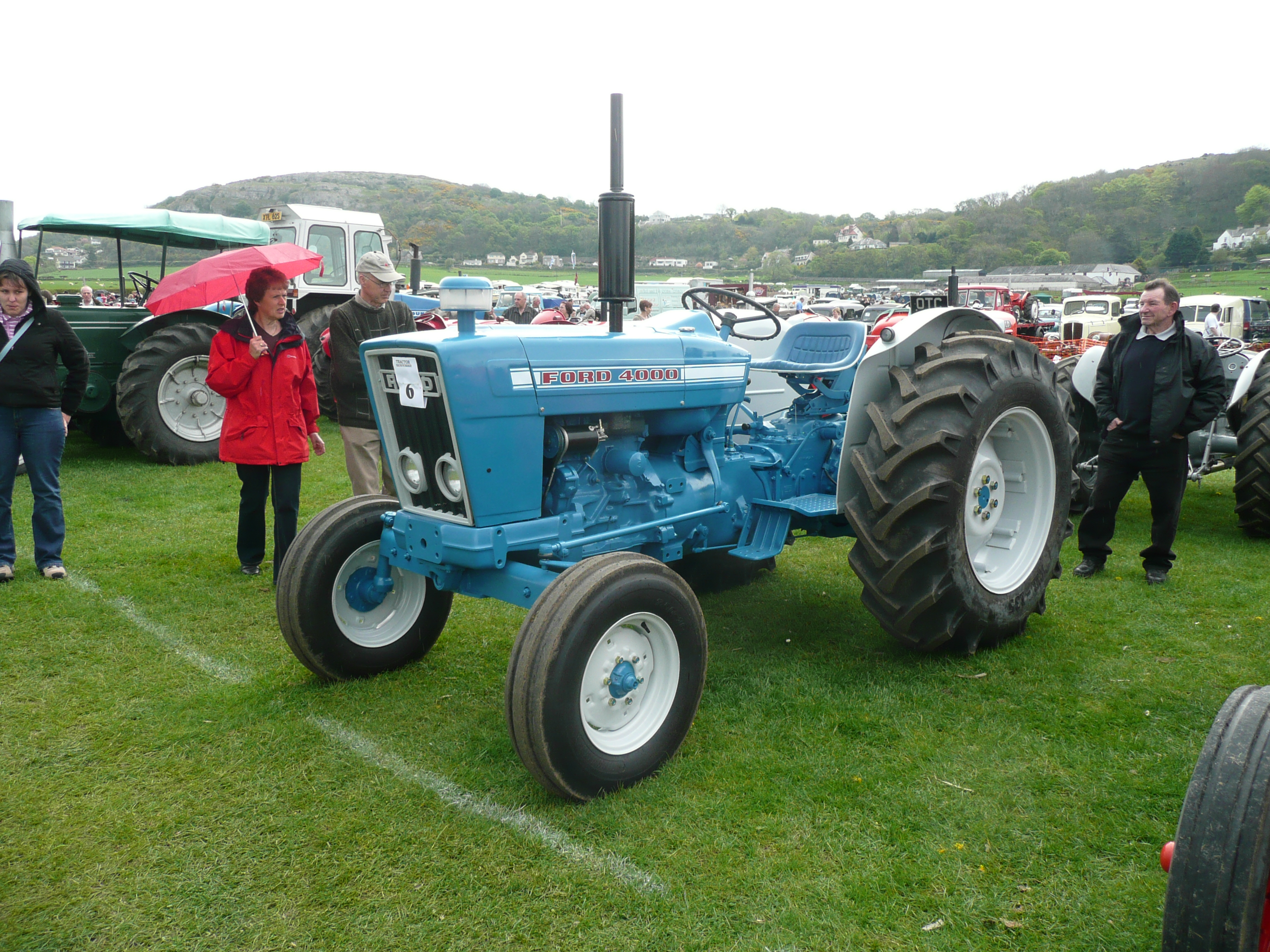 Ford 4000 Tractor : File ford tractor flickr terry wha g