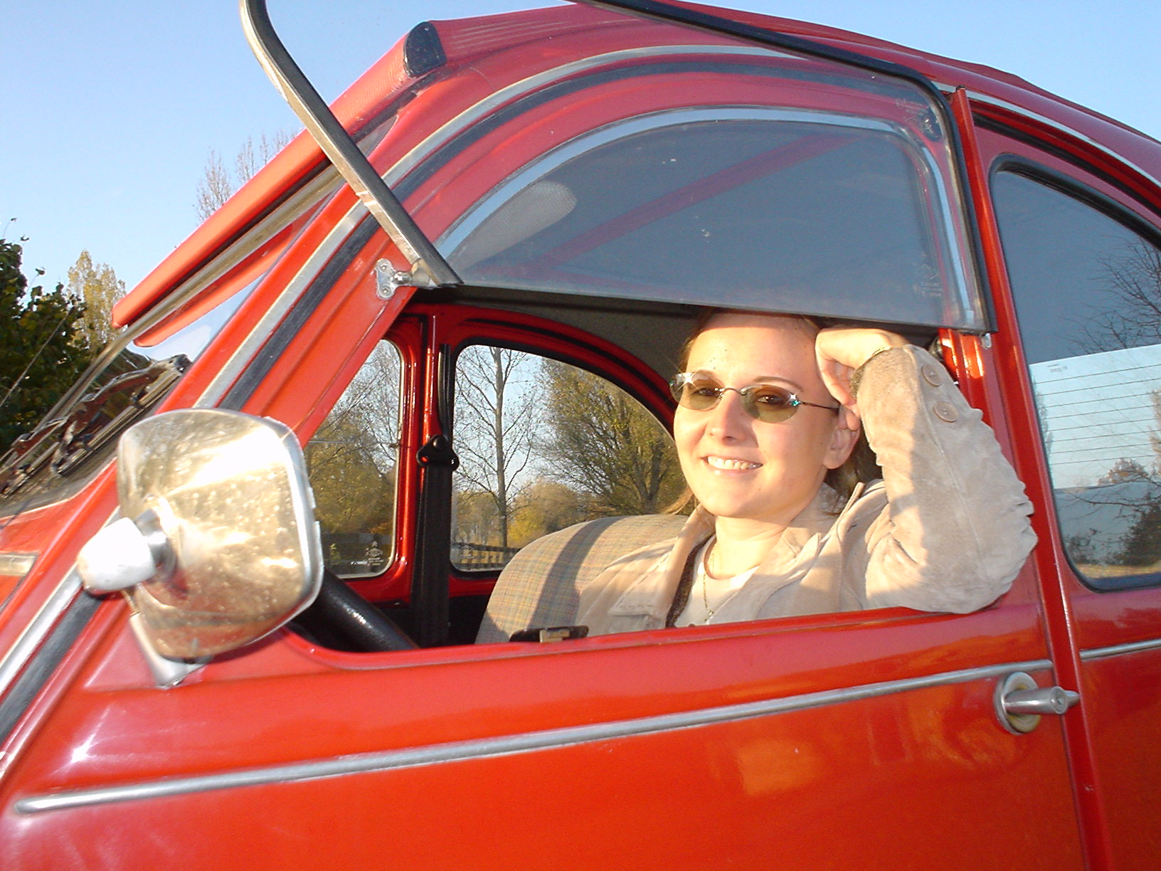file girl in a 2cv jpg