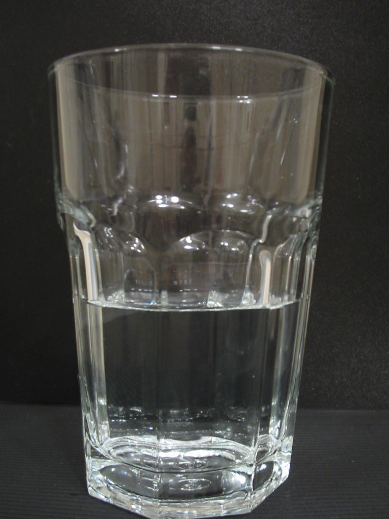 File:Glas halbvoll.JPG - Simple English Wikipedia, the free ...