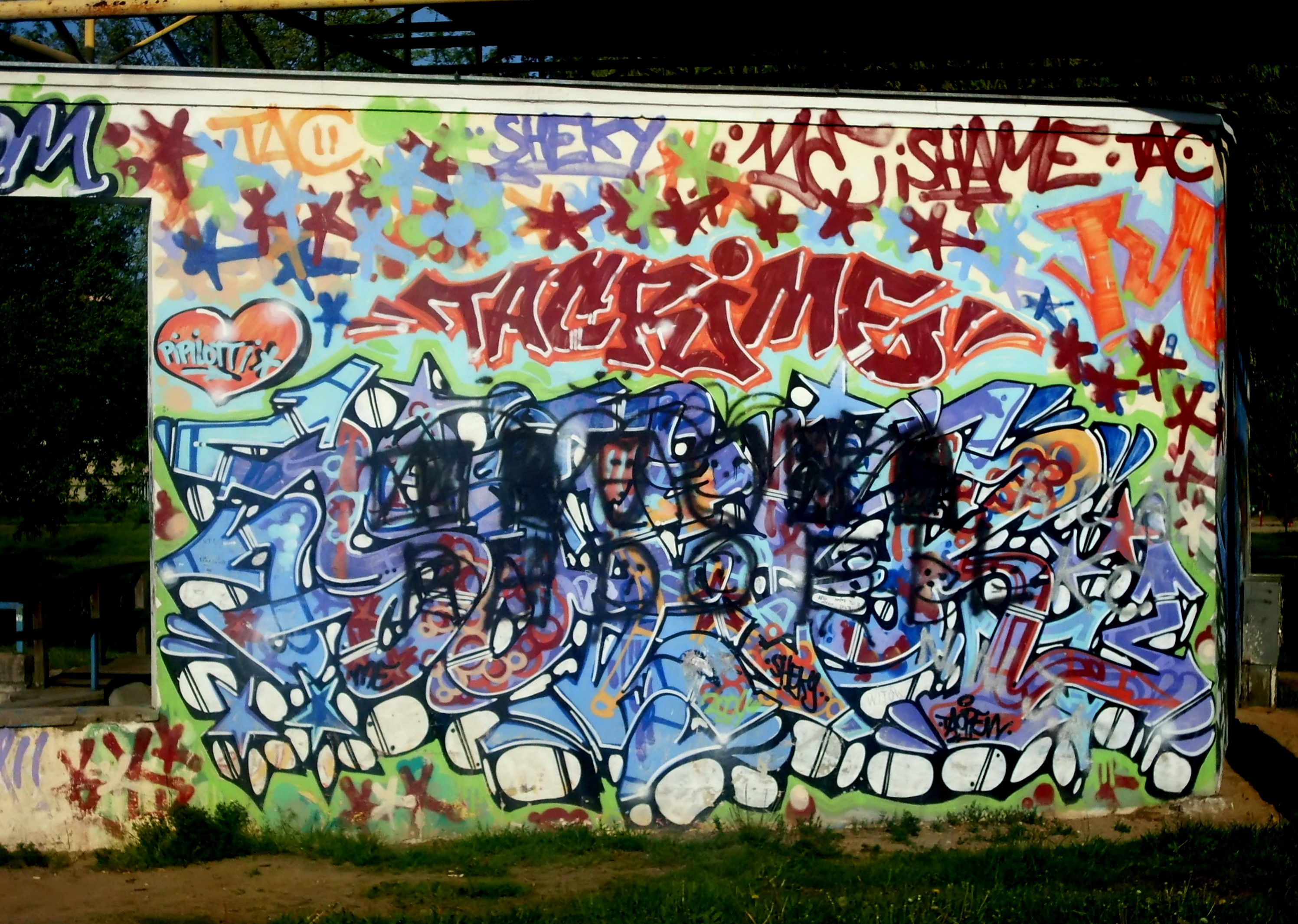 File:Graffiti at city park in Gdynia-Obluze 6.jpg - Wikimedia Commons