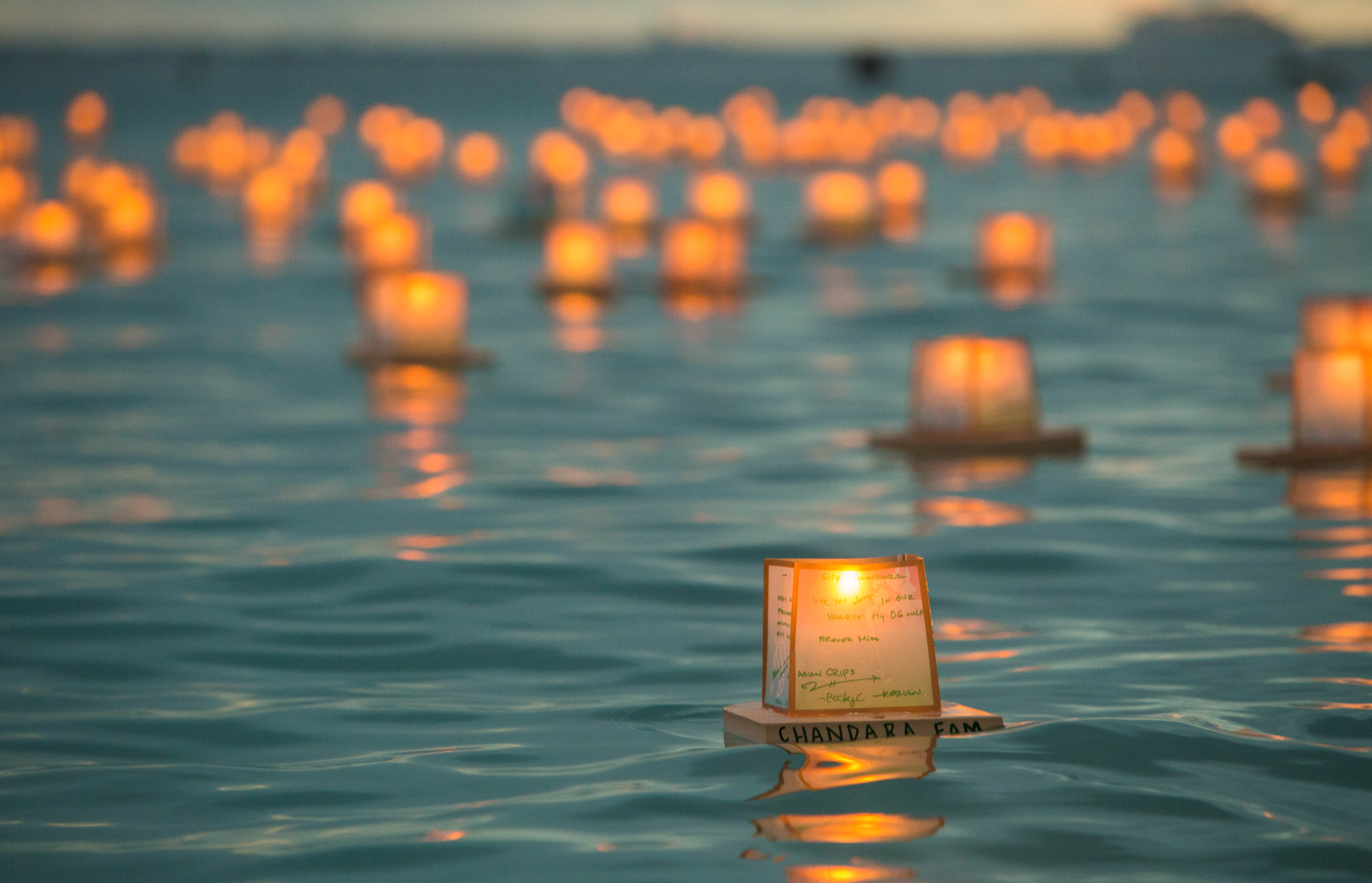 file hawaii lantern floating ceremony 2016 27299207791 jpg
