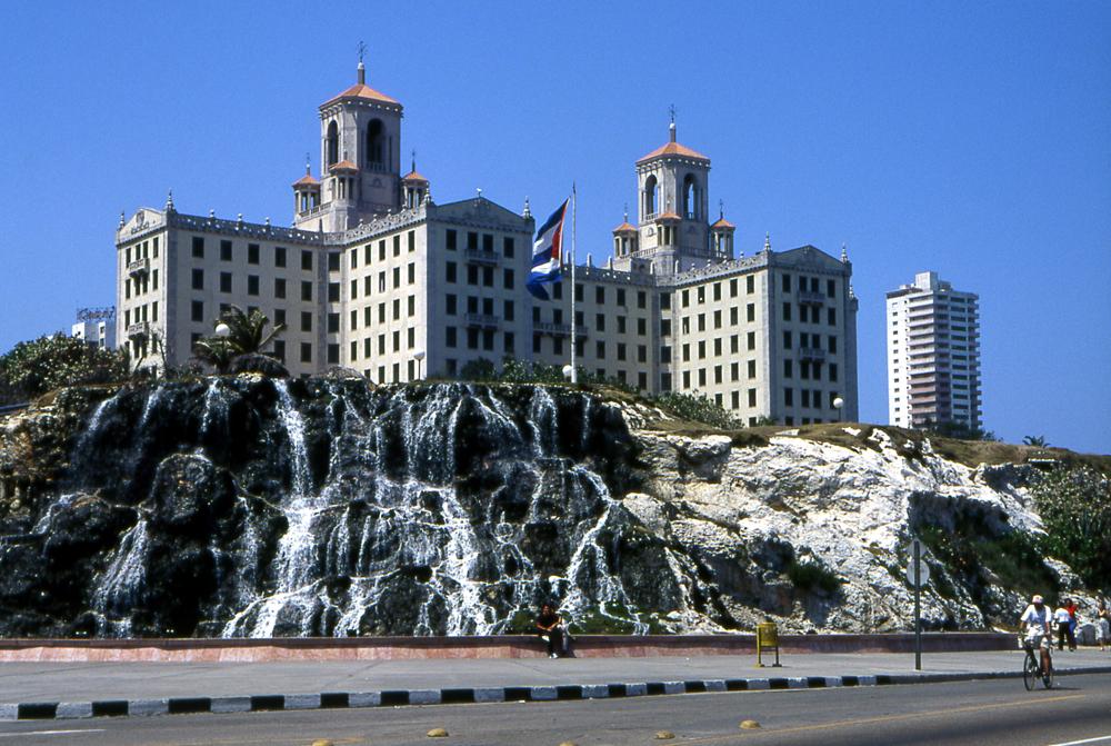 http://upload.wikimedia.org/wikipedia/commons/f/f7/Hotel_nacional_habana.jpg