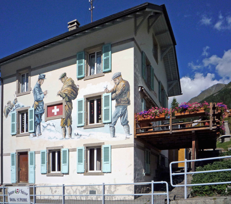 File illustration de la contrebande sur la maison de la for 3 suisses maison