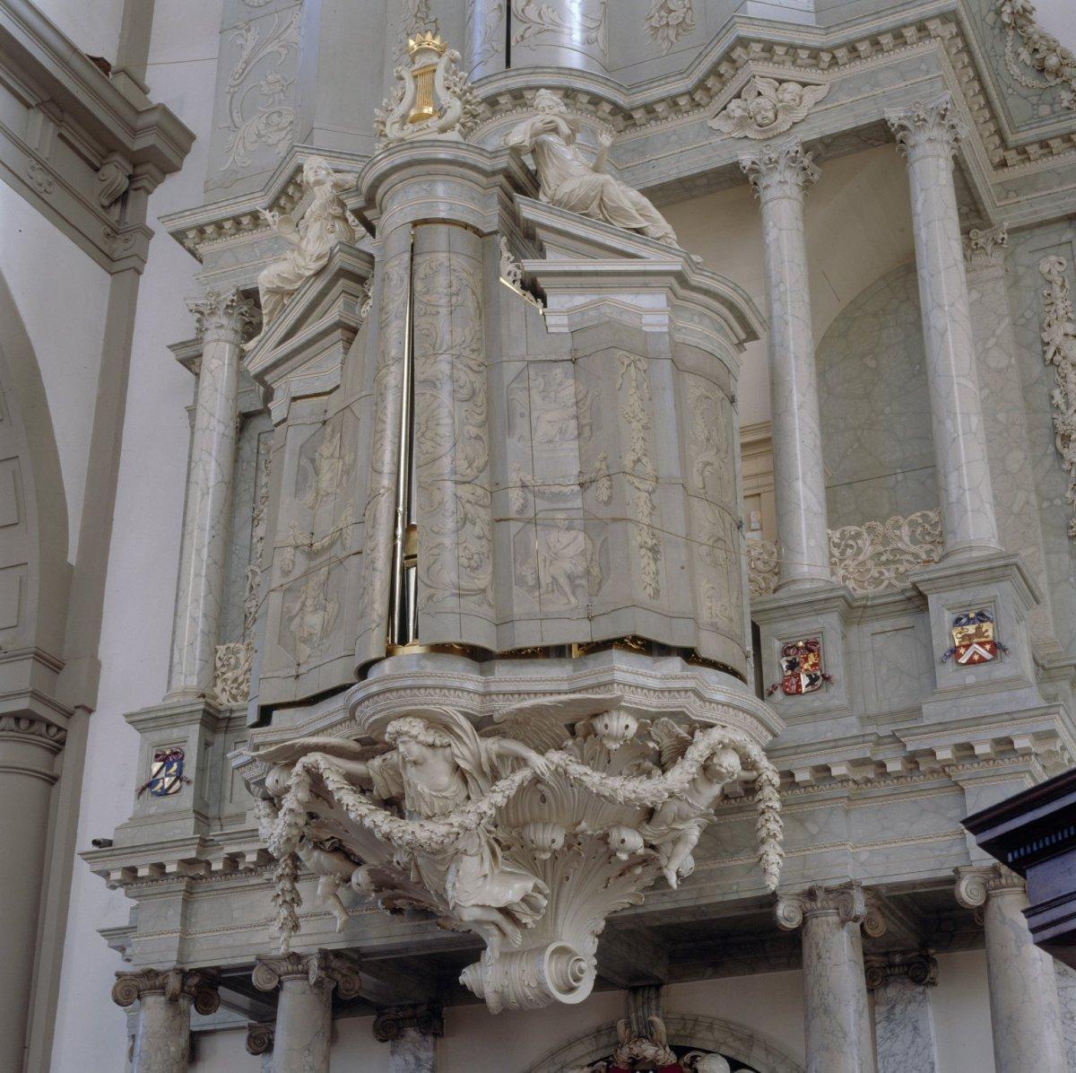 File interieur overzicht van door beschilderde luiken for Interieur amsterdam