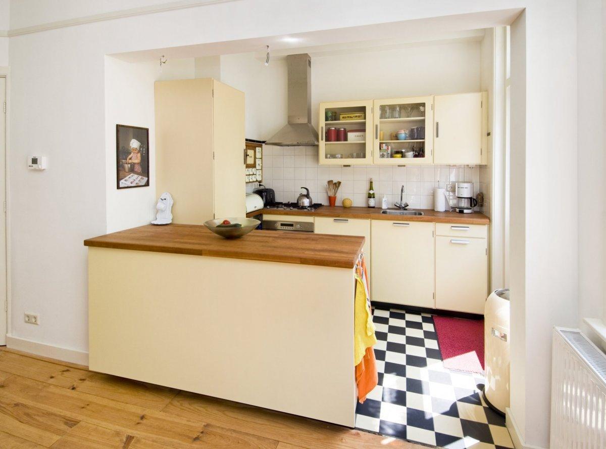 File interieur zicht op open keuken gezien vanuit de achterkamer leiden 20402108 - Open keuken op verblijf ...