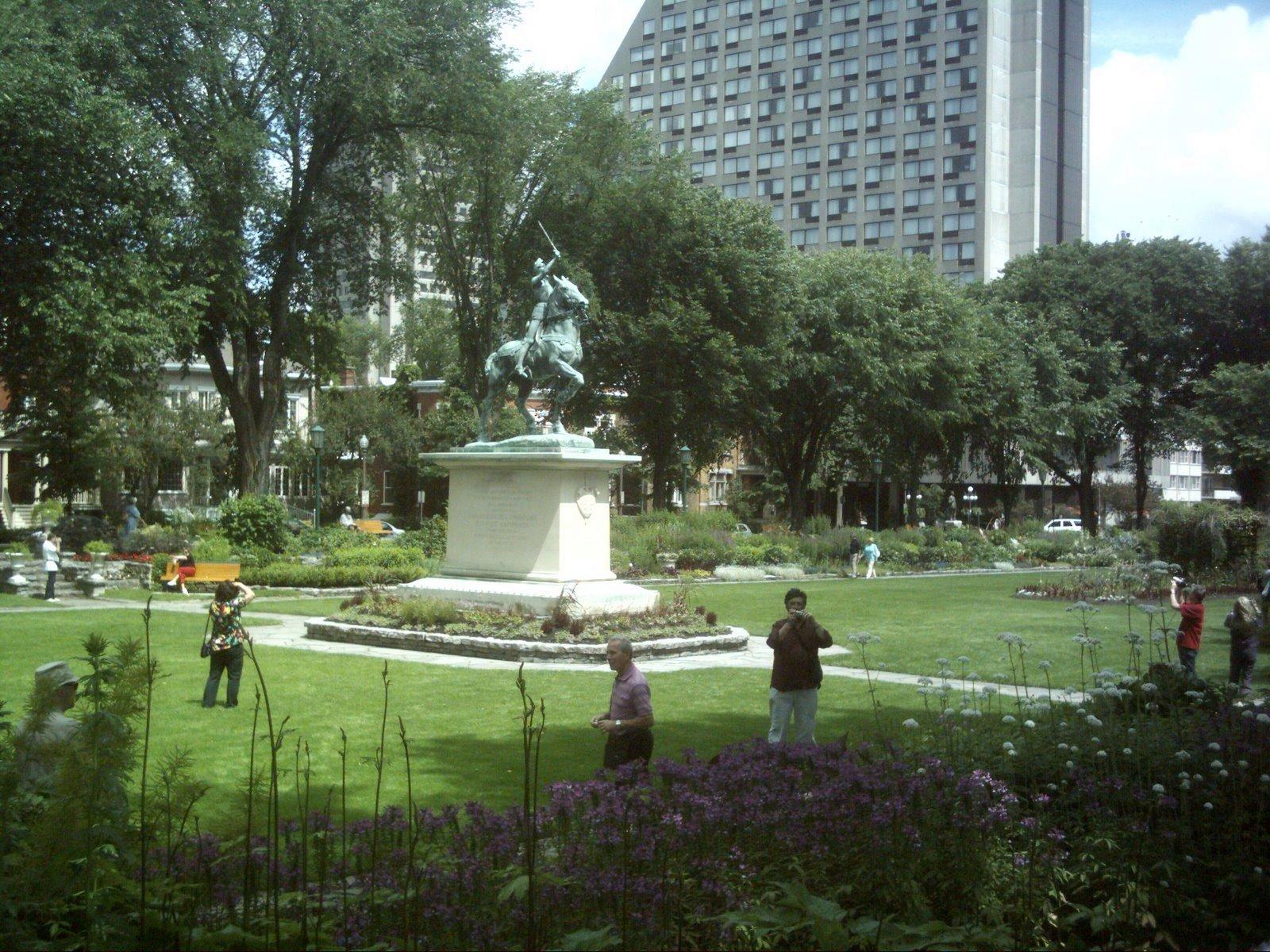 File jardin jeanne d arc quebec jpg wikimedia commons for Jardin quebec