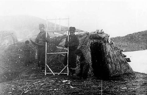 Kuril Ainu dwelling.jpg