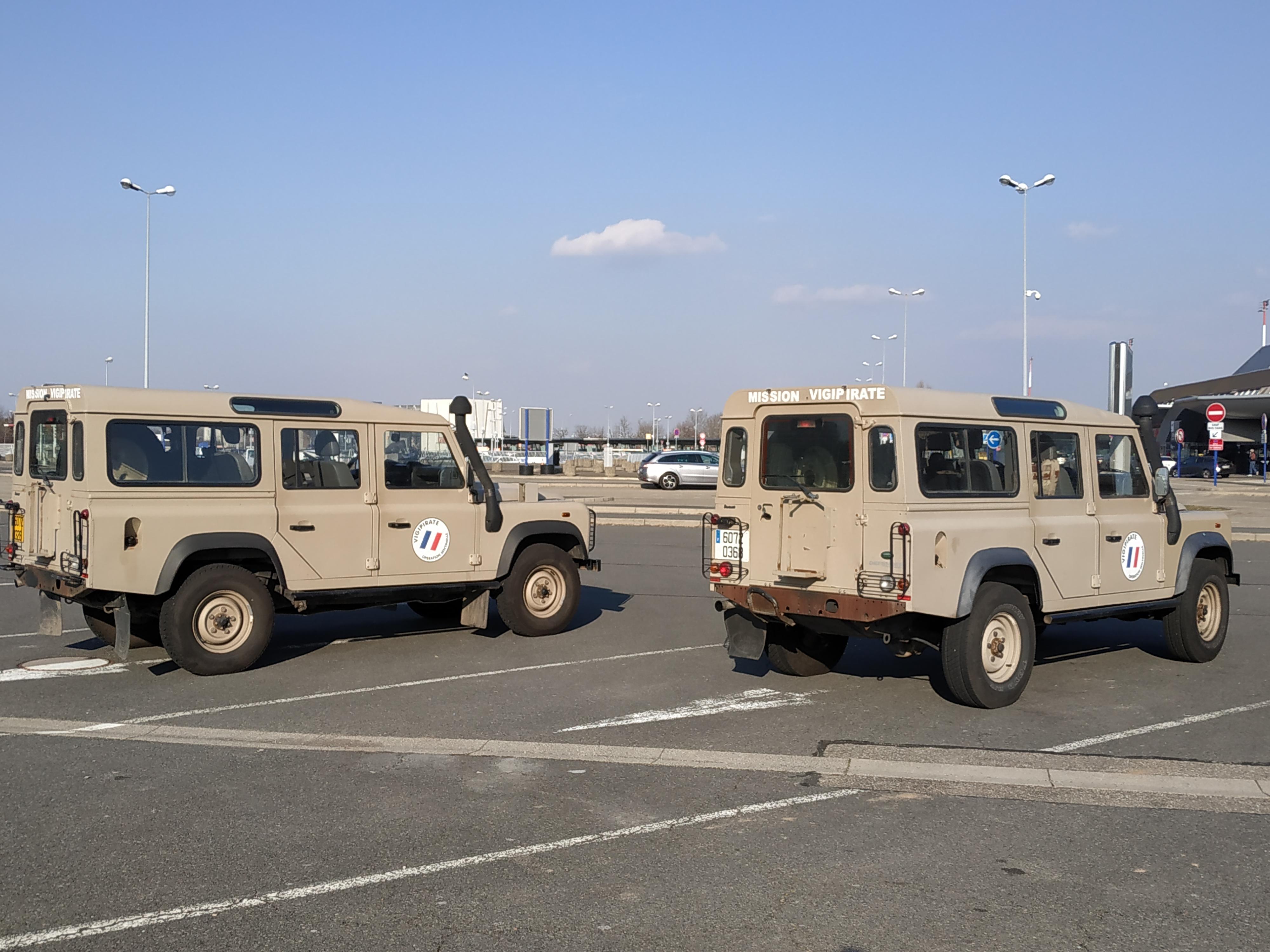 File:Land Rover Defender