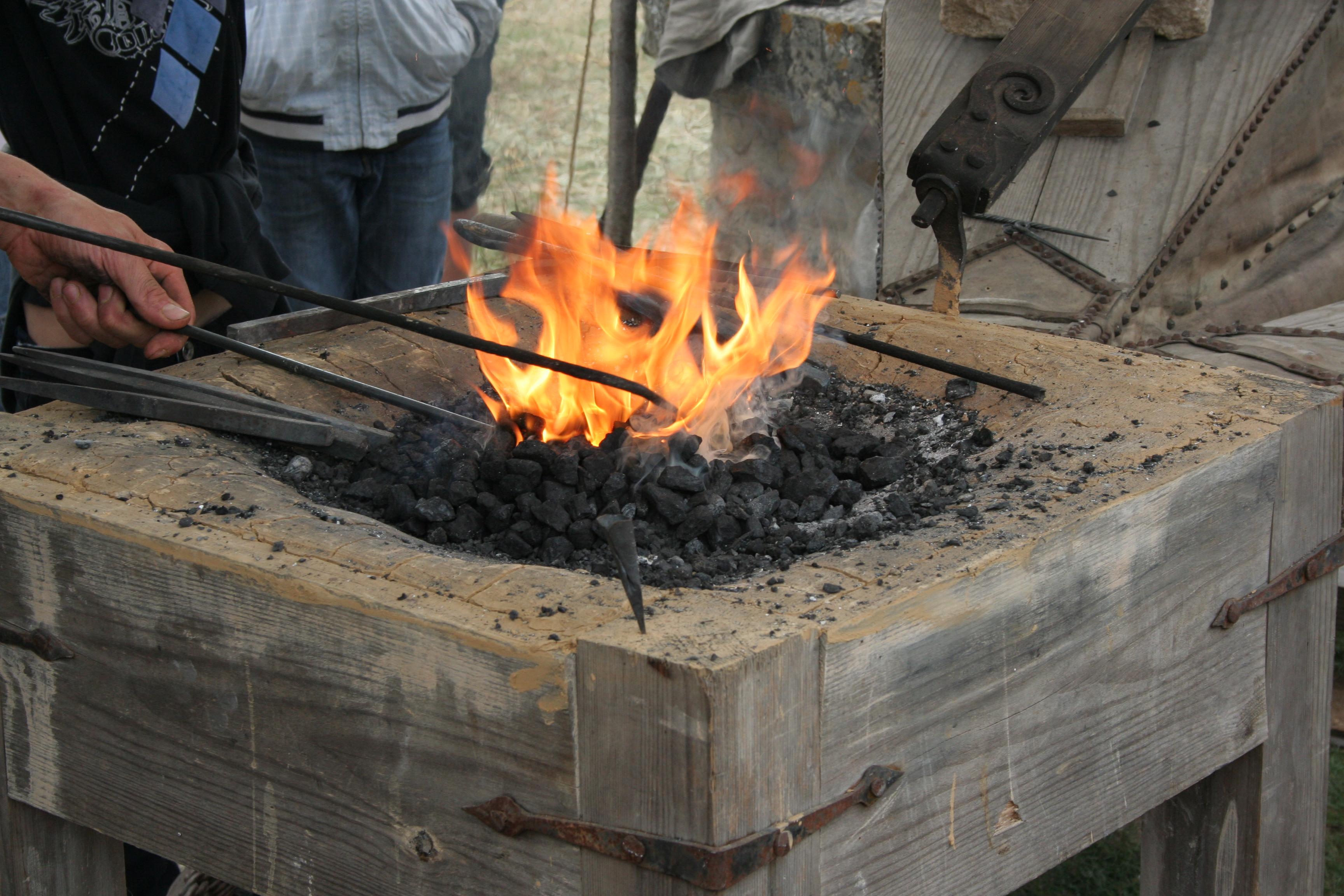 Plan Foyer De Forge : File médiévales ─crèvecœur en auge─atelier forge
