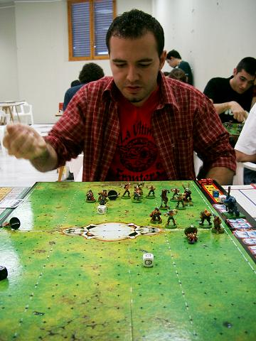 Fil:Man playing Blood Bowl.jpg