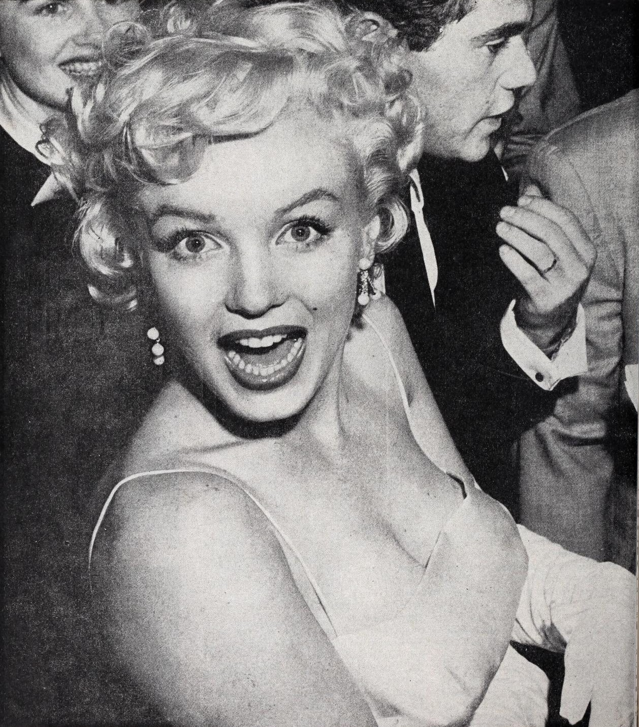 File:Marilyn Monroe at a party, 1955.jpg - Wikimedia Commons