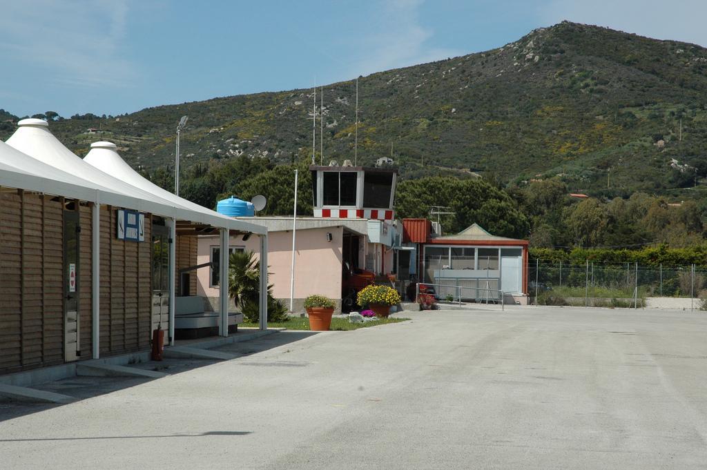 Aeroporto Elba Allungamento Pista : Aeroporto di marina campo wikipedia