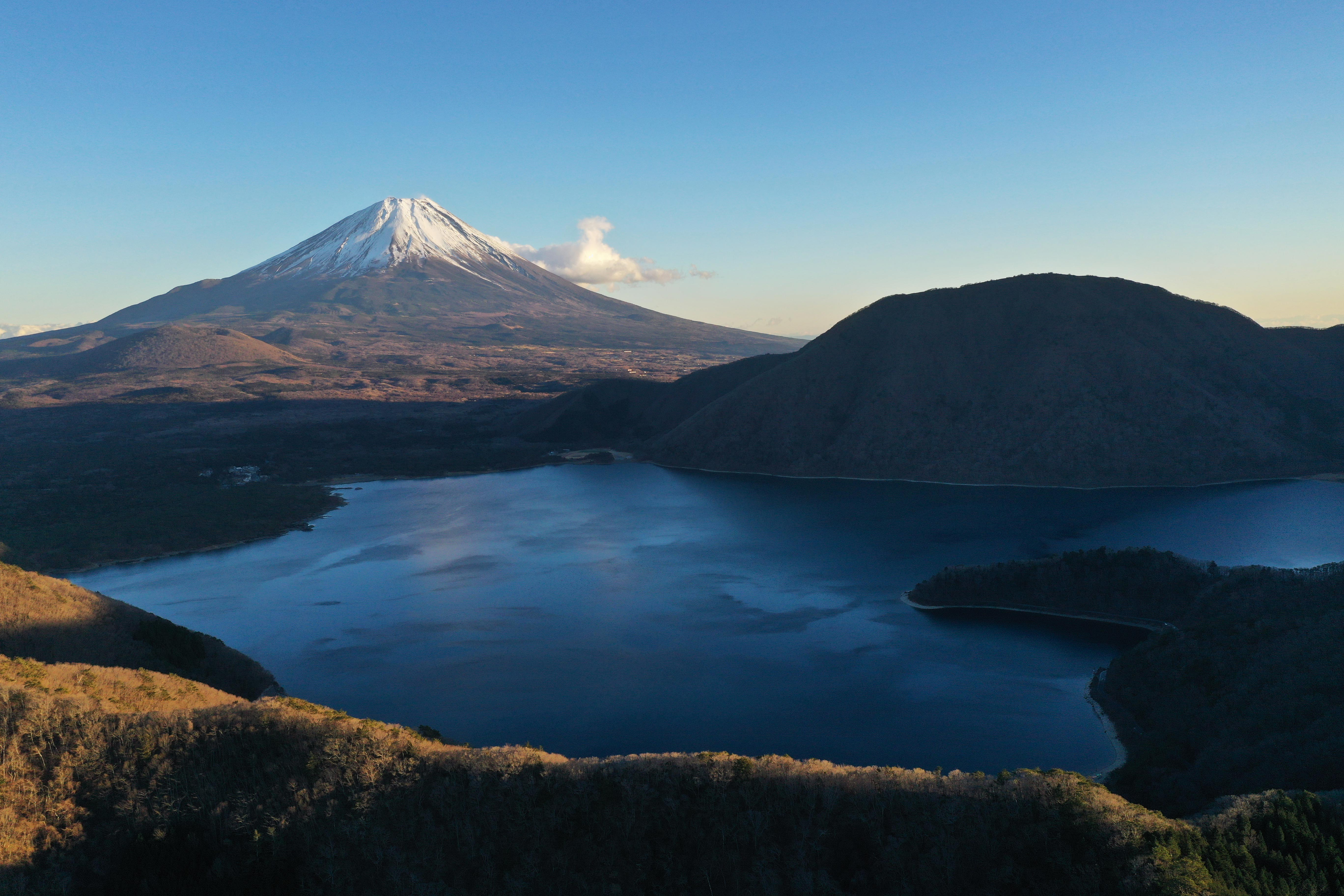 Mount_Fuji_Japan_with_Snow,_Lakes_and_Su