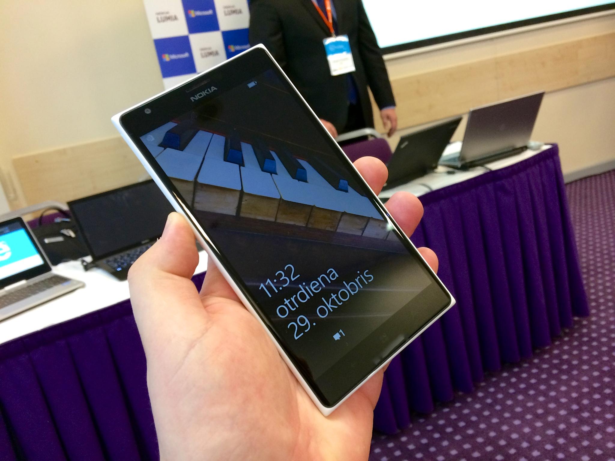 File:Nokia Lumia 1520.jpg