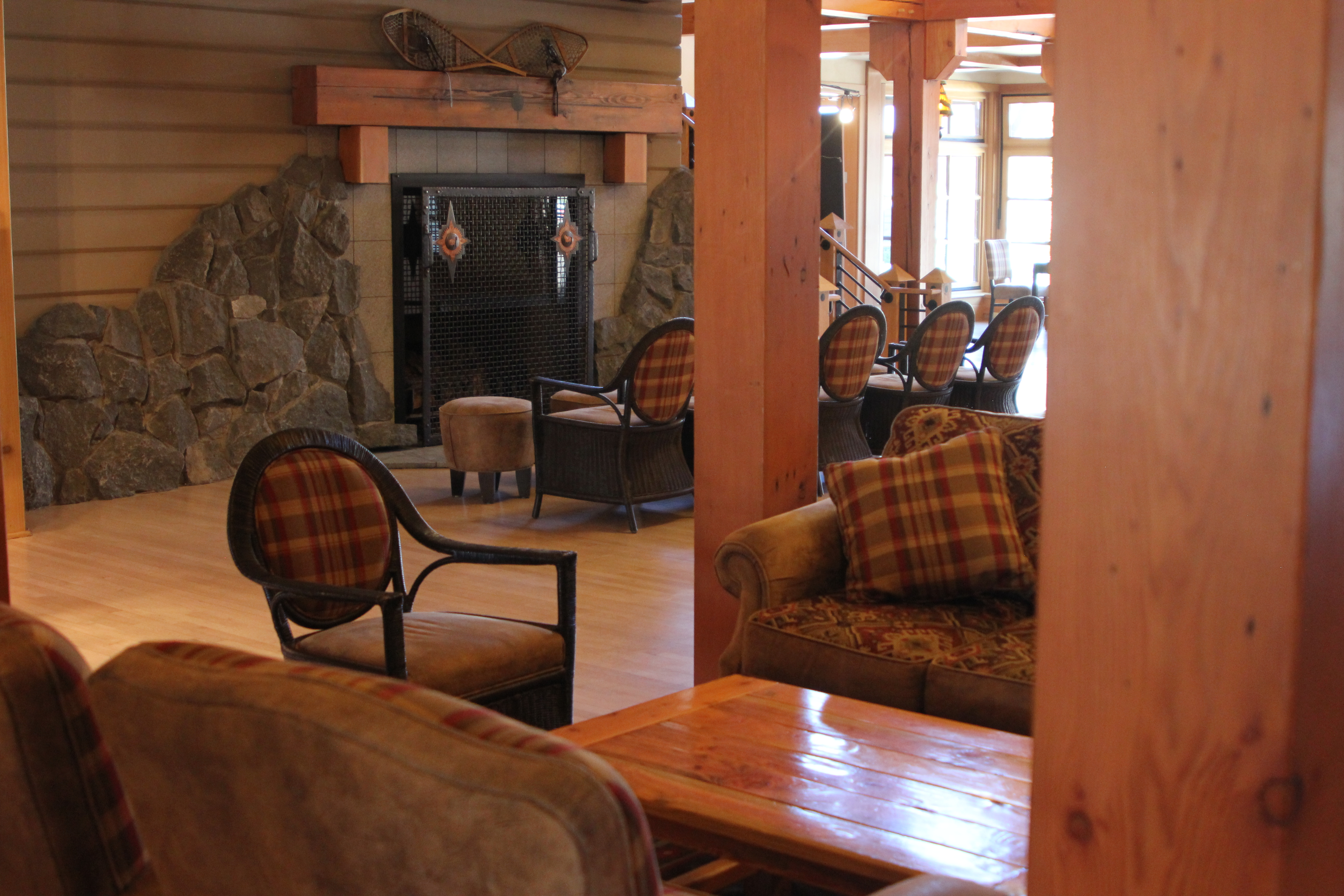 File:Old Faithful Snow Lodge, Lobby With Fireplace (9411365688)