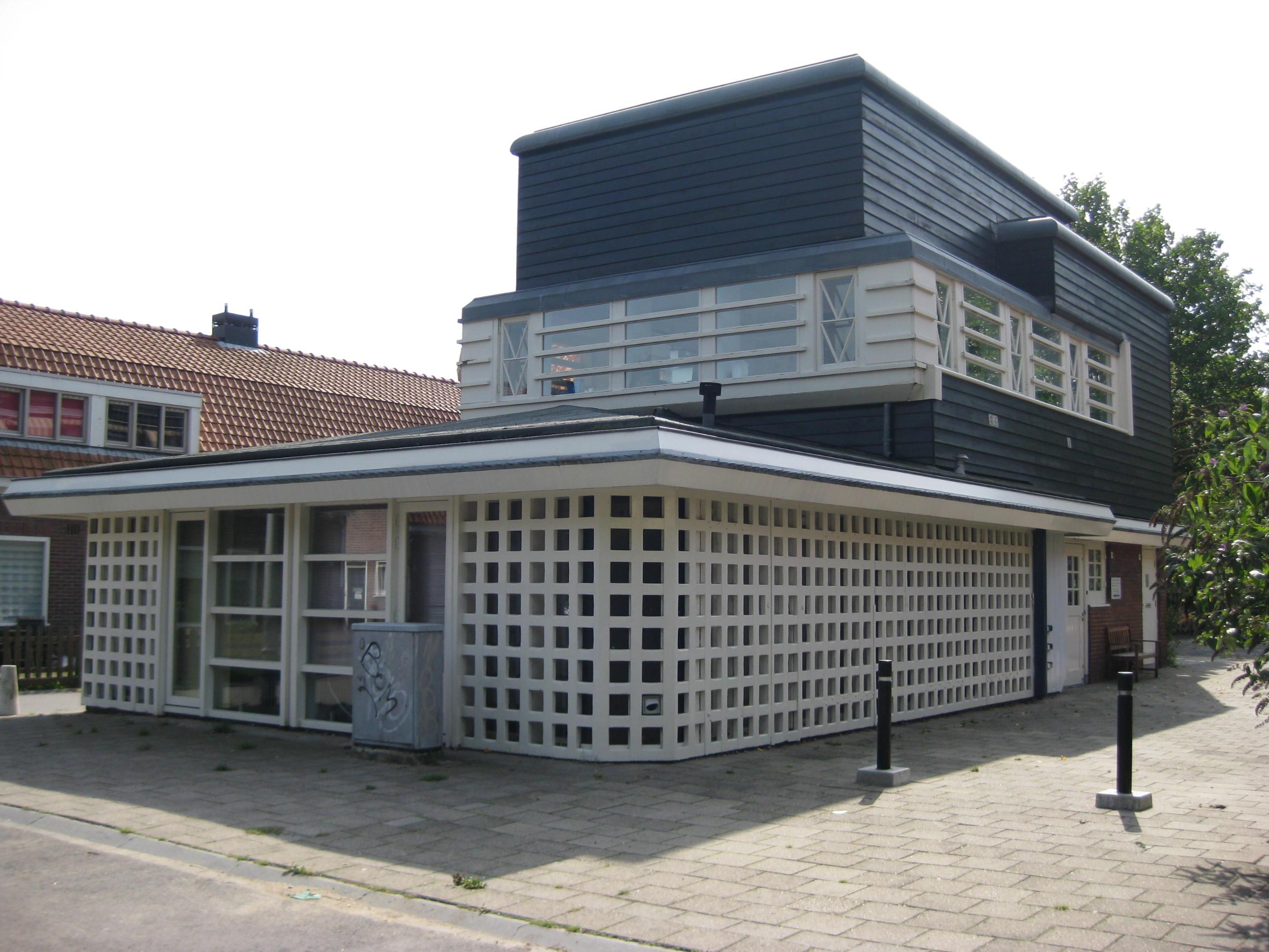 Houten gebouw voormalige kantine en bergplaats van de afdeling