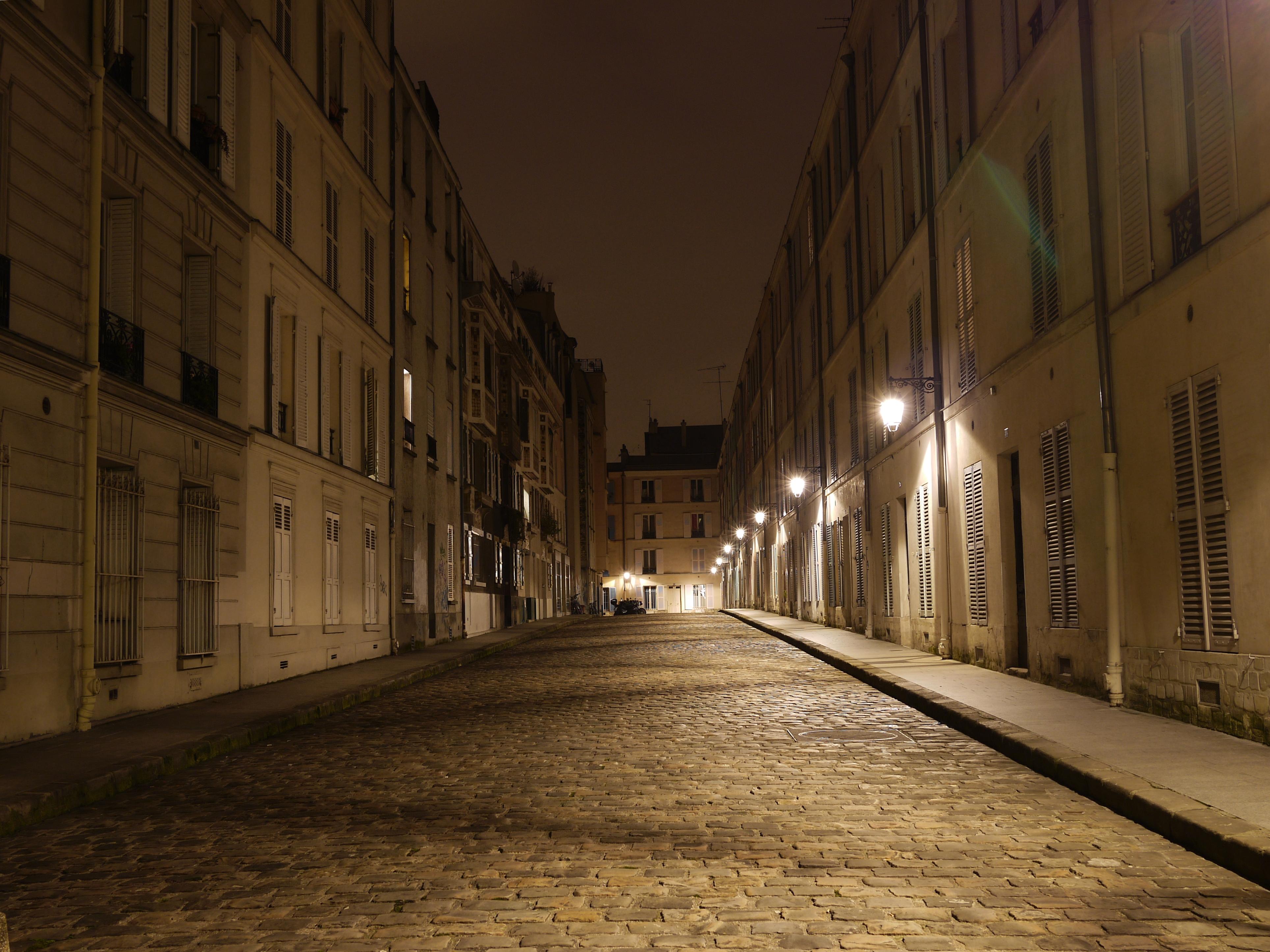 File paris passage d 39 enfer nuit jpg wikimedia commons for Piscine de nuit paris