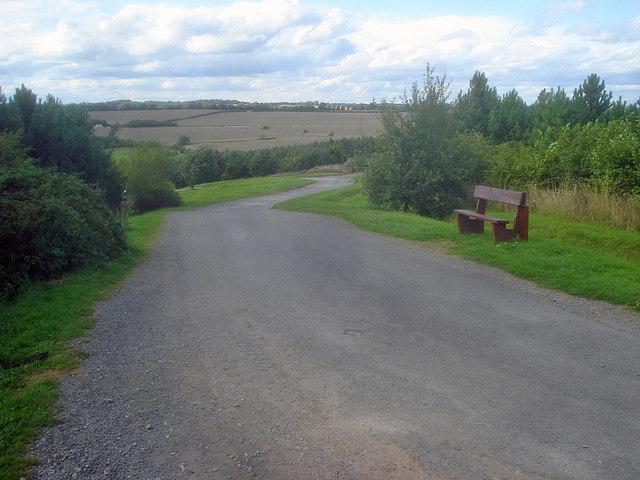 Path down to the lakes at Sence Valley Forest Park - geograph.org.uk - 1494729