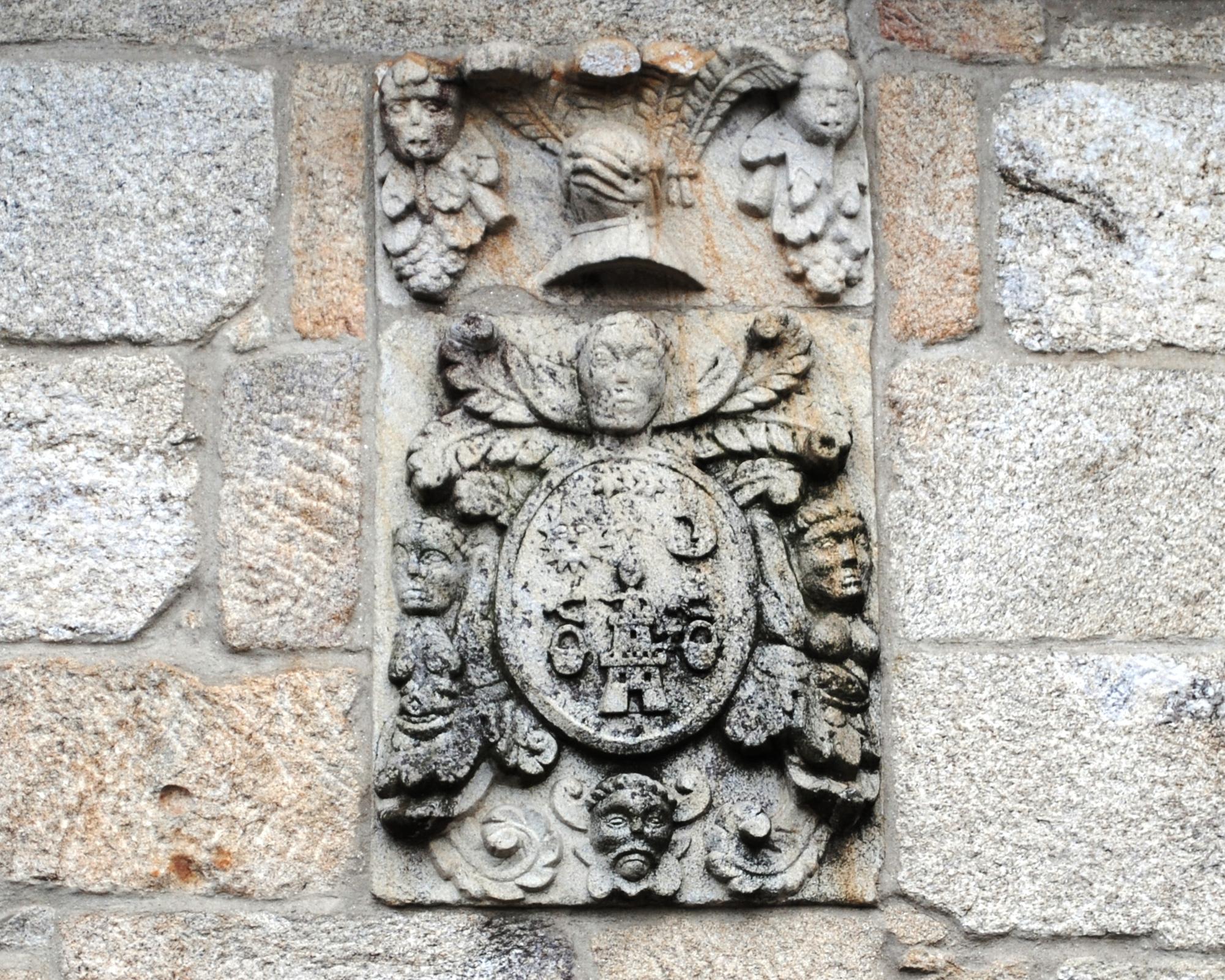 http://upload.wikimedia.org/wikipedia/commons/f/f7/Pazo_de_Reboreda%2C_escudo.JPG