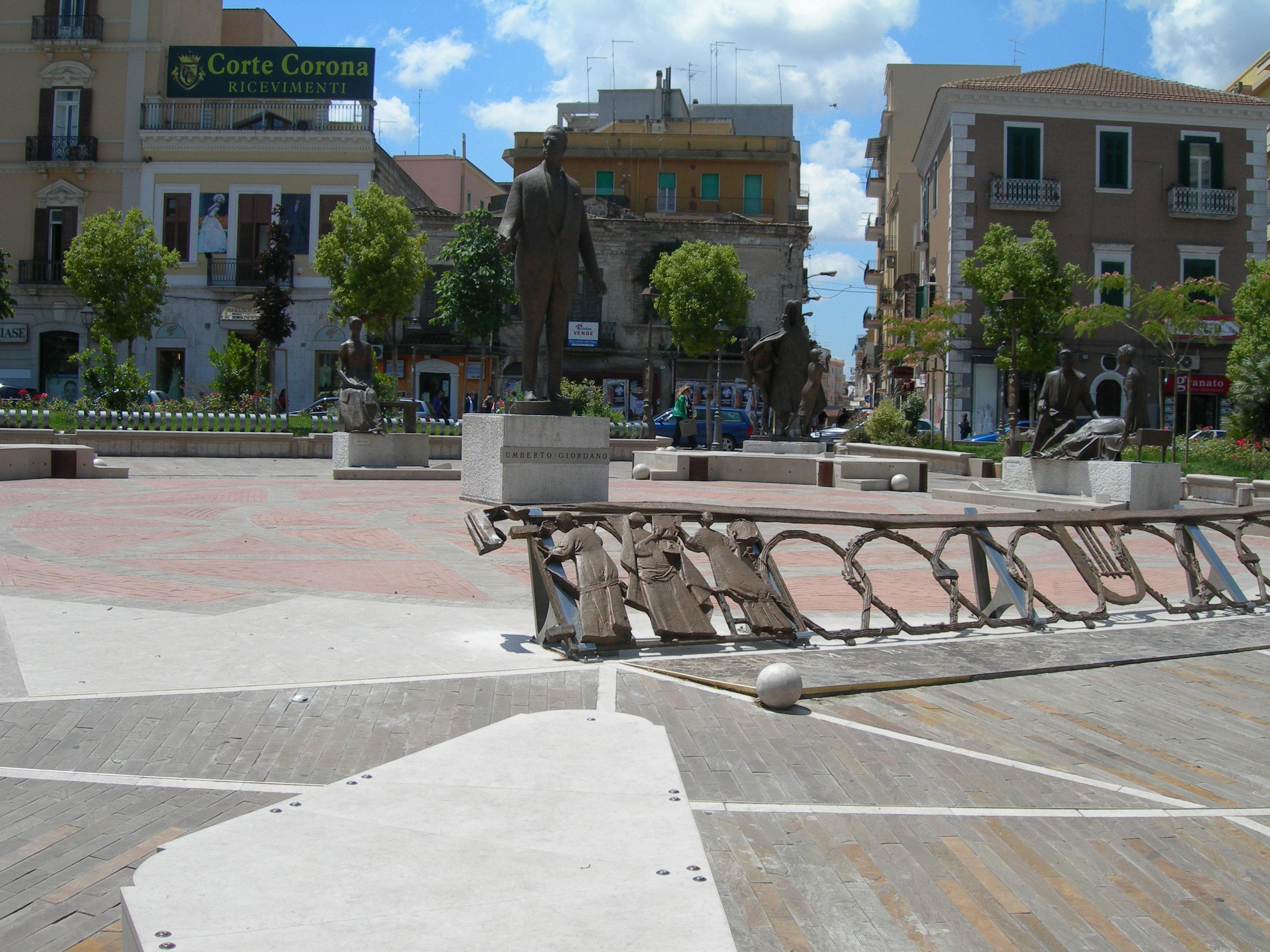Free piazza umberto giordano with architetti foggia for Cicoria arredamenti