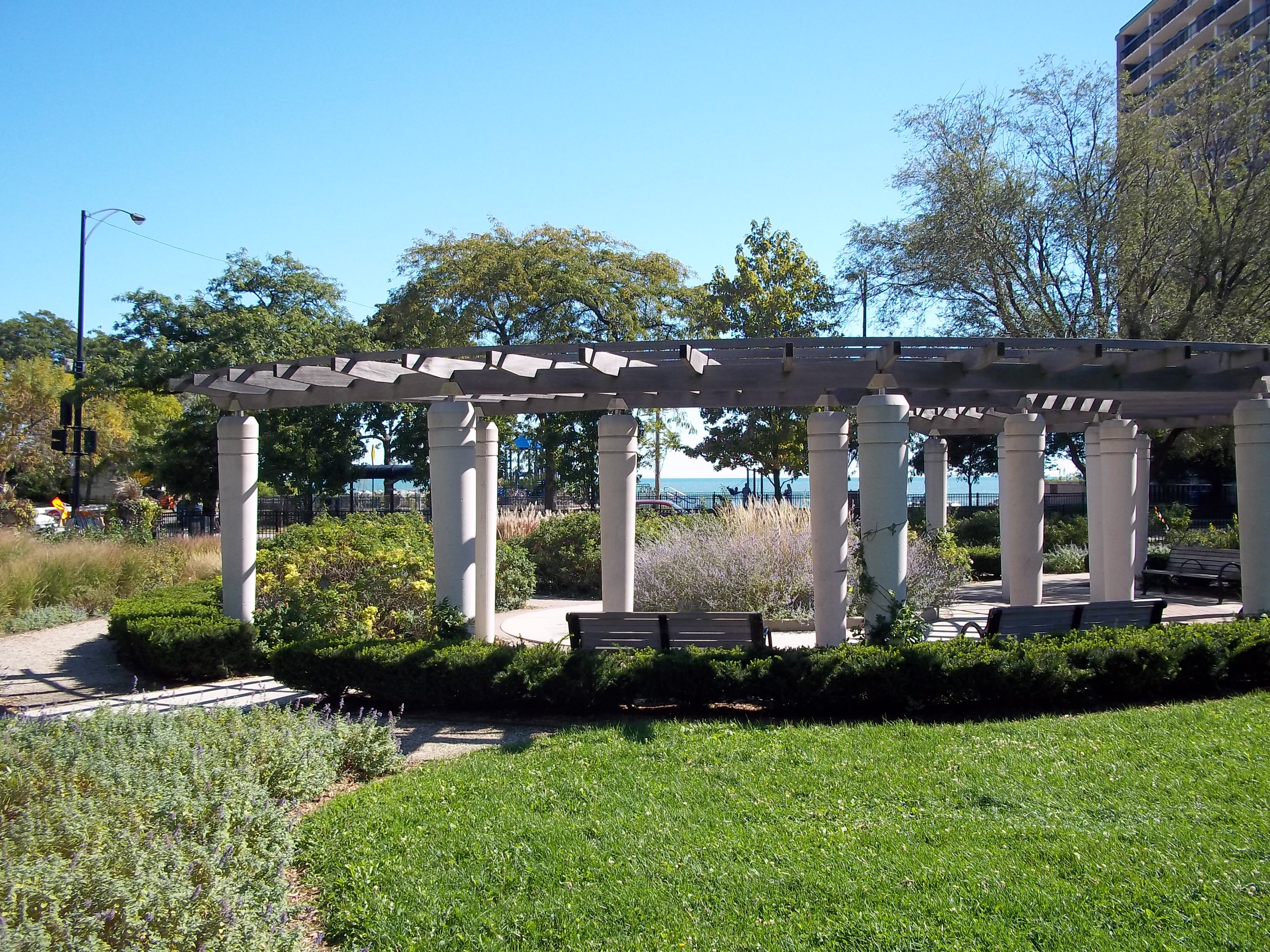 File Public Garden And Park Near Thorndale Beach Chicago Jpg Wikimedia Commons