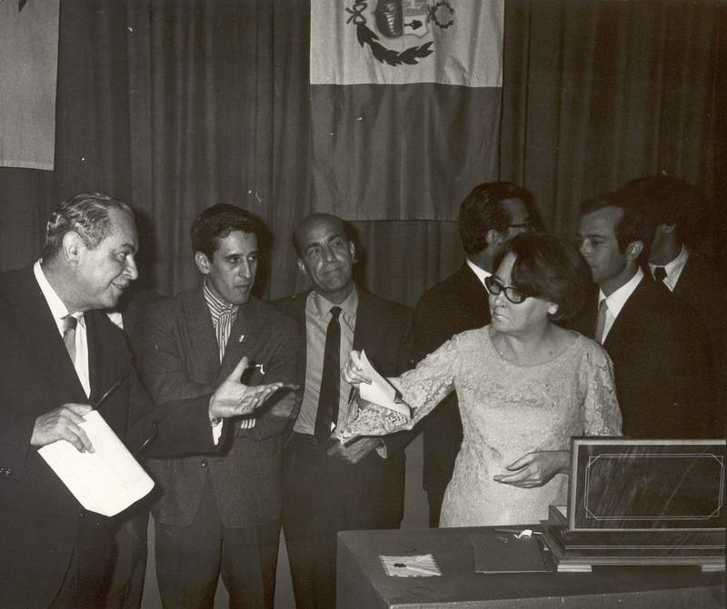 Manuel Galich, Dalton, Onelio Jorge Cardoso y Haydée Santamaría en una reunión de la Casa de las Américas.