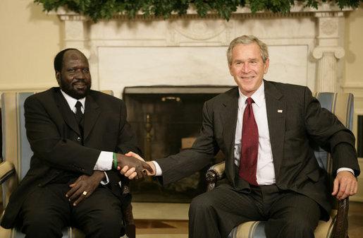 ملف:Salva Kiir Mayardit with George Bush july 20, 2006.jpg