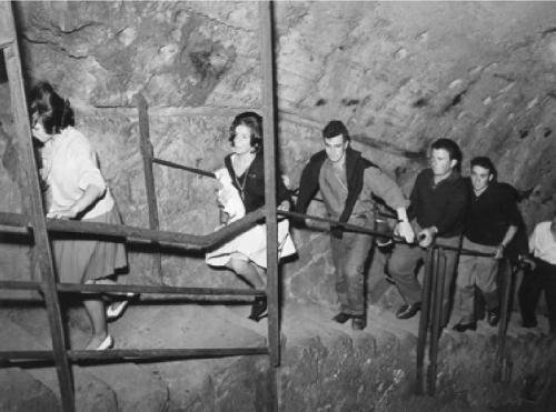 Scale di accesso alla stazione delle Precedenze (1962).jpg