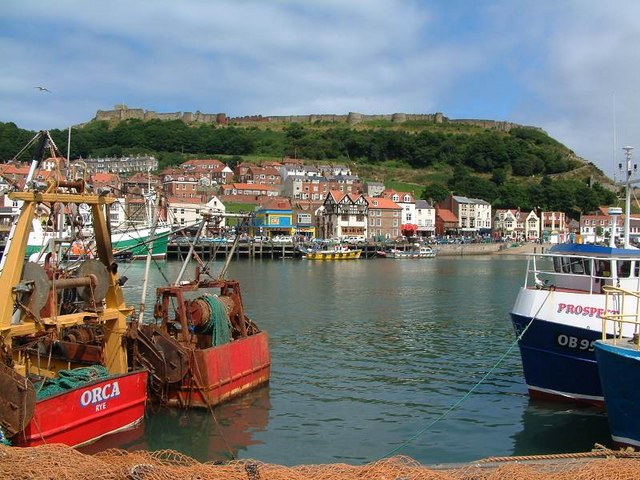Scarborough Harbour and Castle - geograph.org.uk - 387204