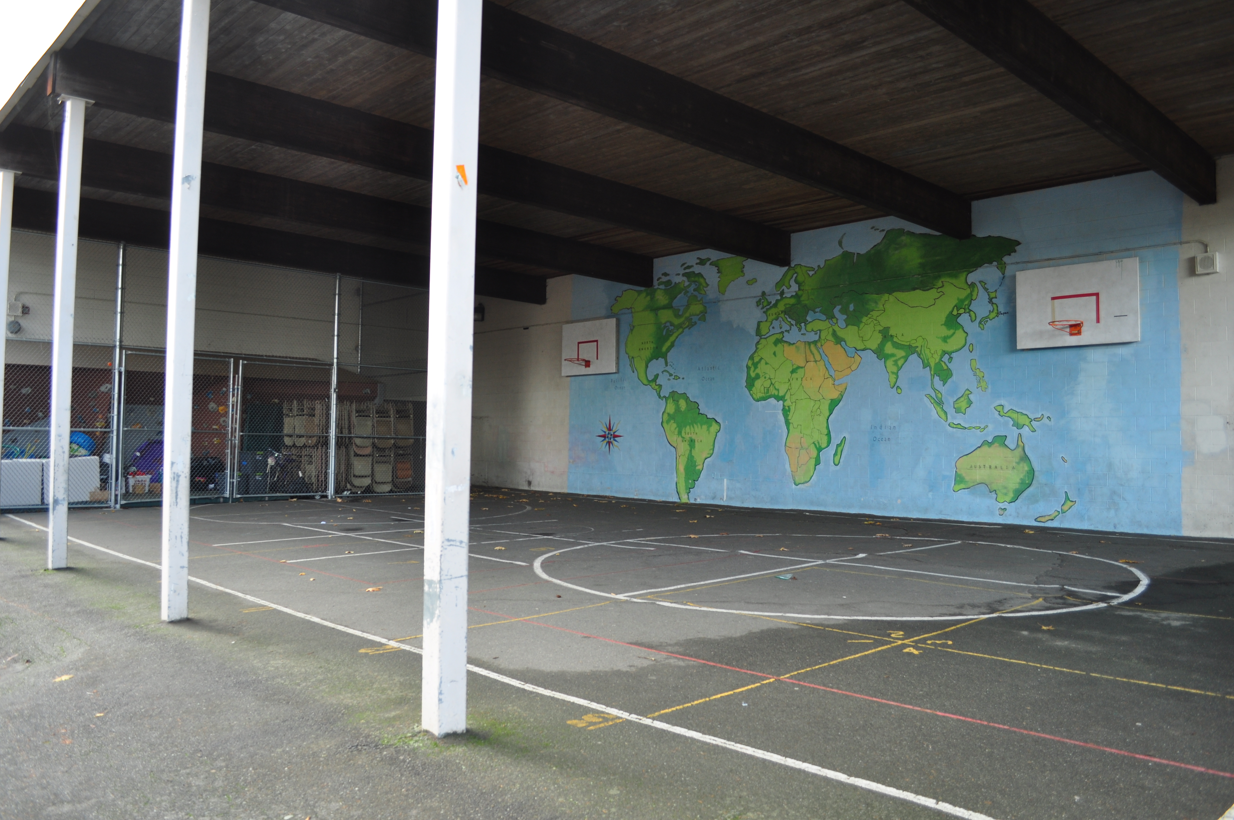 File:Seattle   McGilvra School 05   Covered Outdoor Basketball Courts