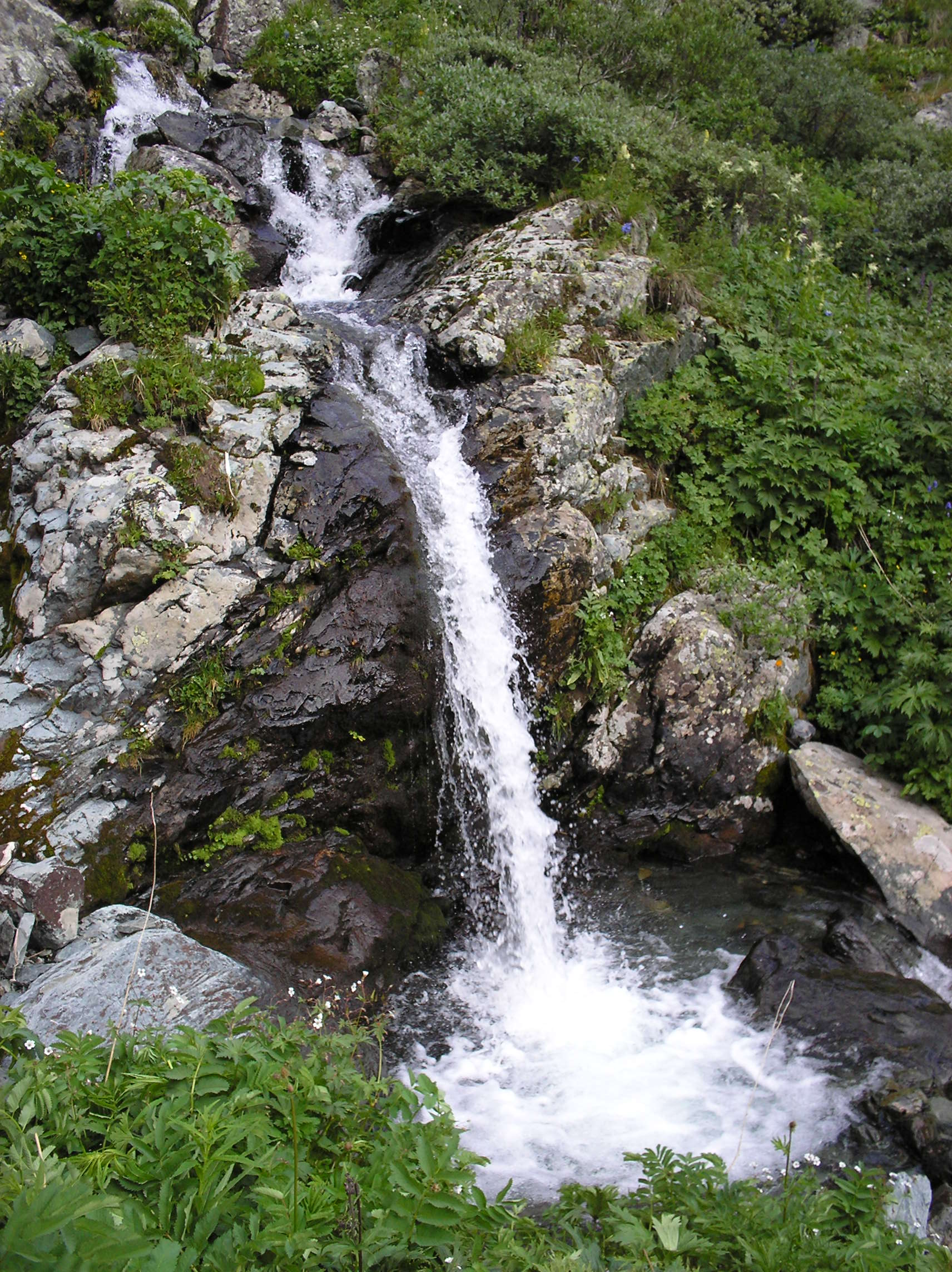 File Small Waterfall Near Lake Wikimedia Commons