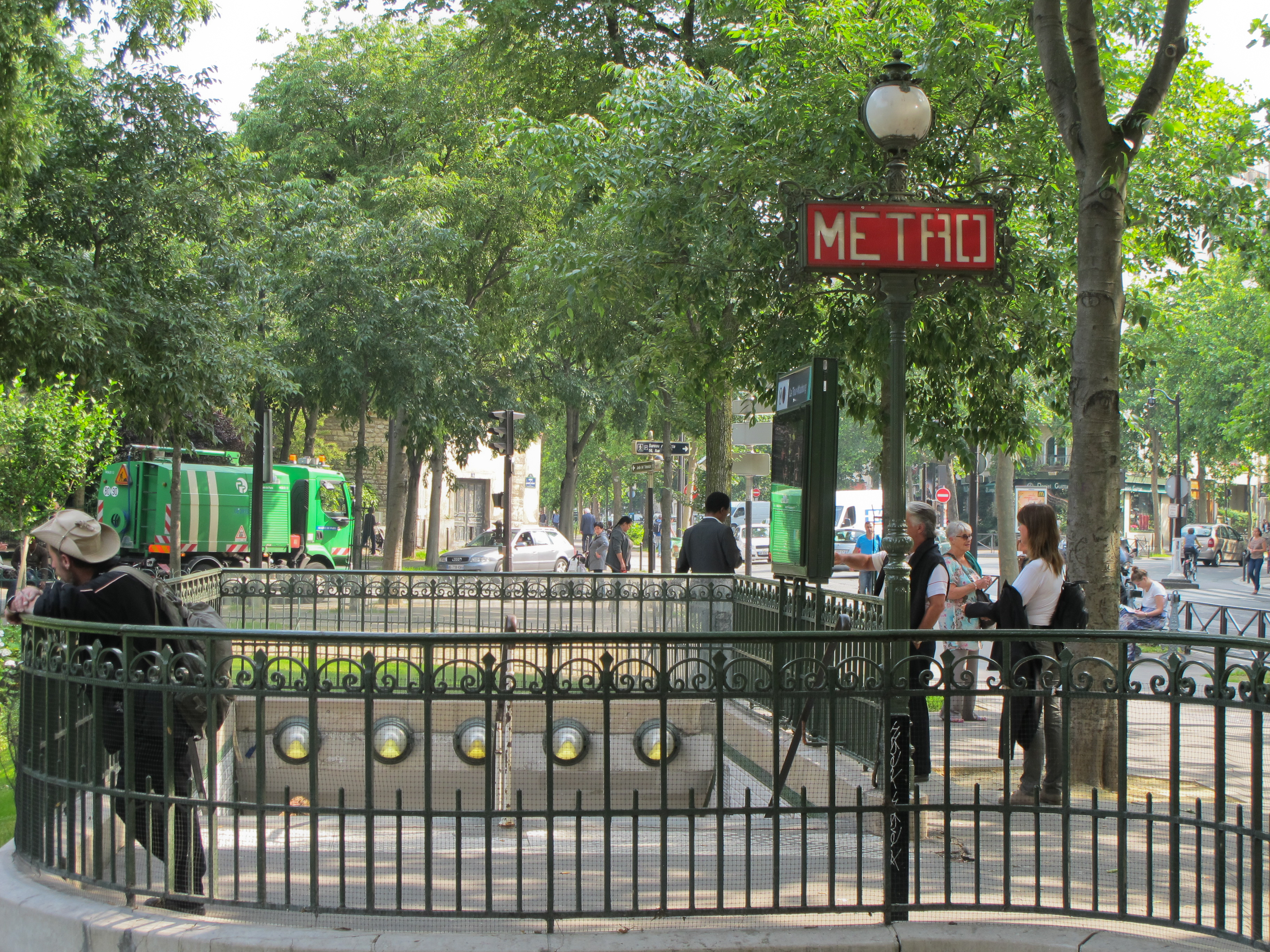 File:Station métro La Tour-Maubourg - IMG 2648.JPG