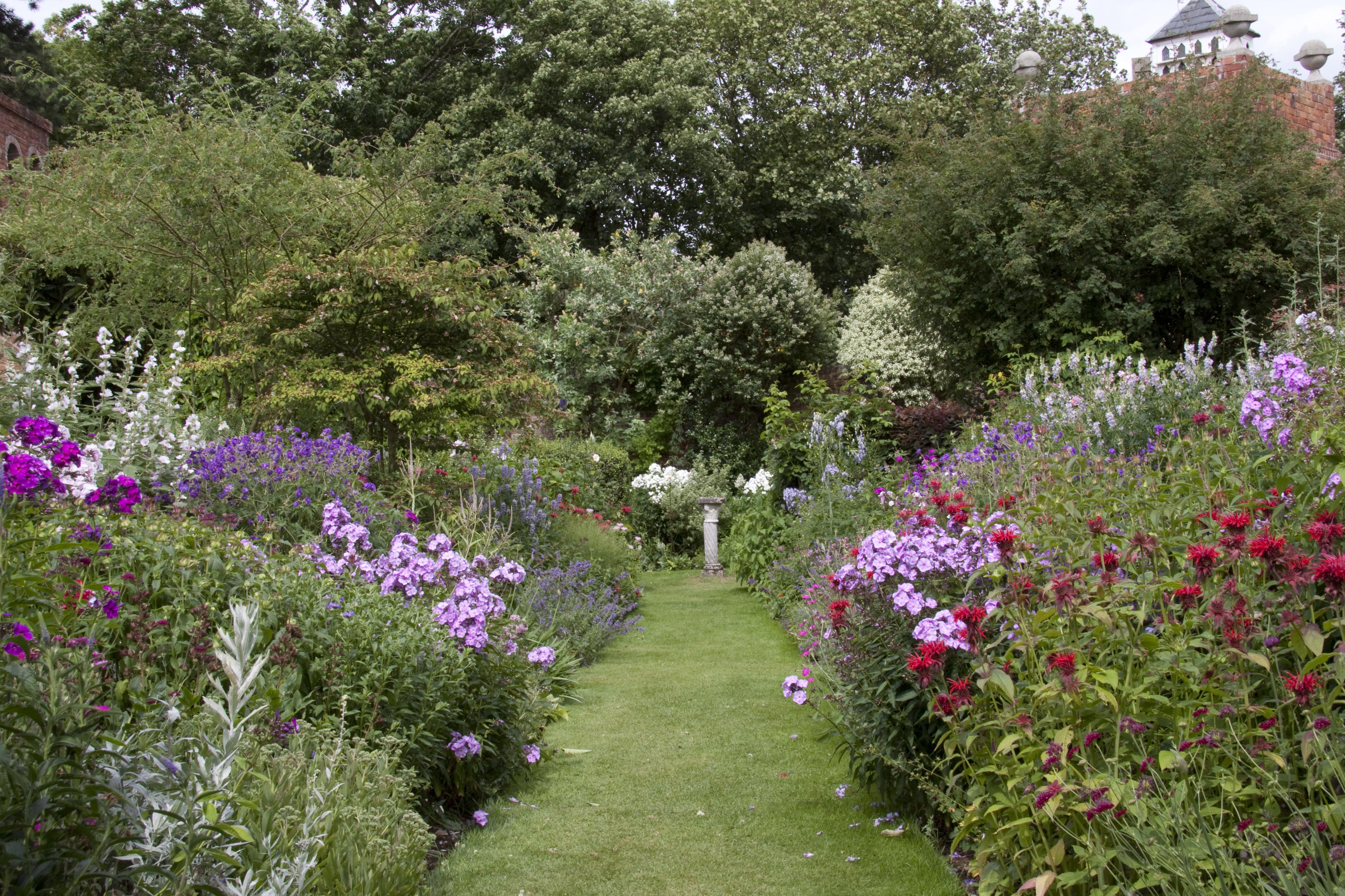 Filestone house cottage garden 8 4779901449g wikimedia commons filestone house cottage garden 8 4779901449g workwithnaturefo