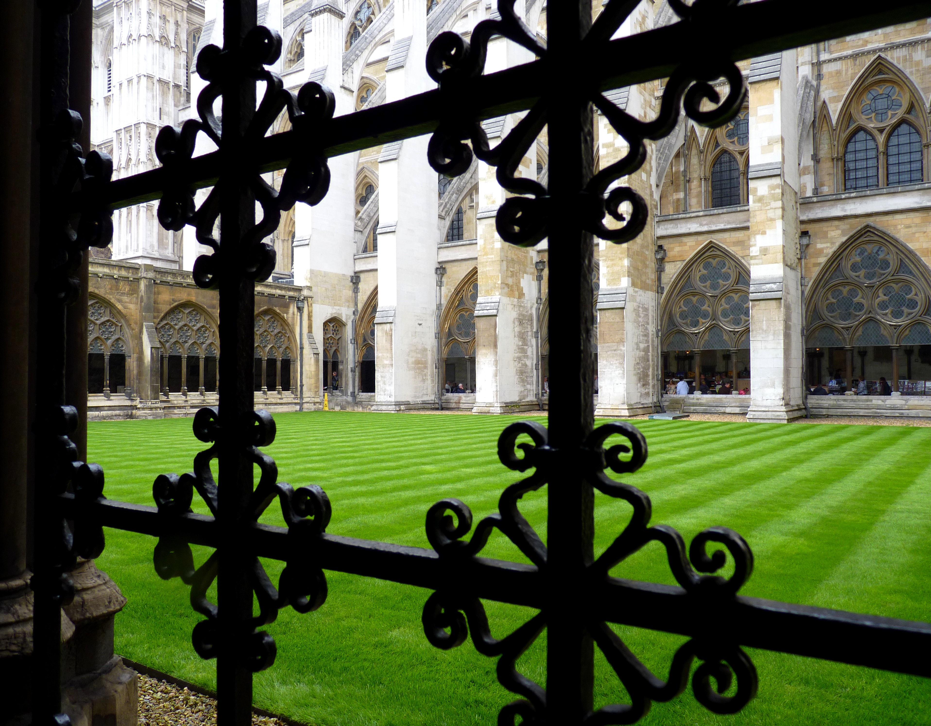 File:The Inner Garden Of The Westminster Abbey