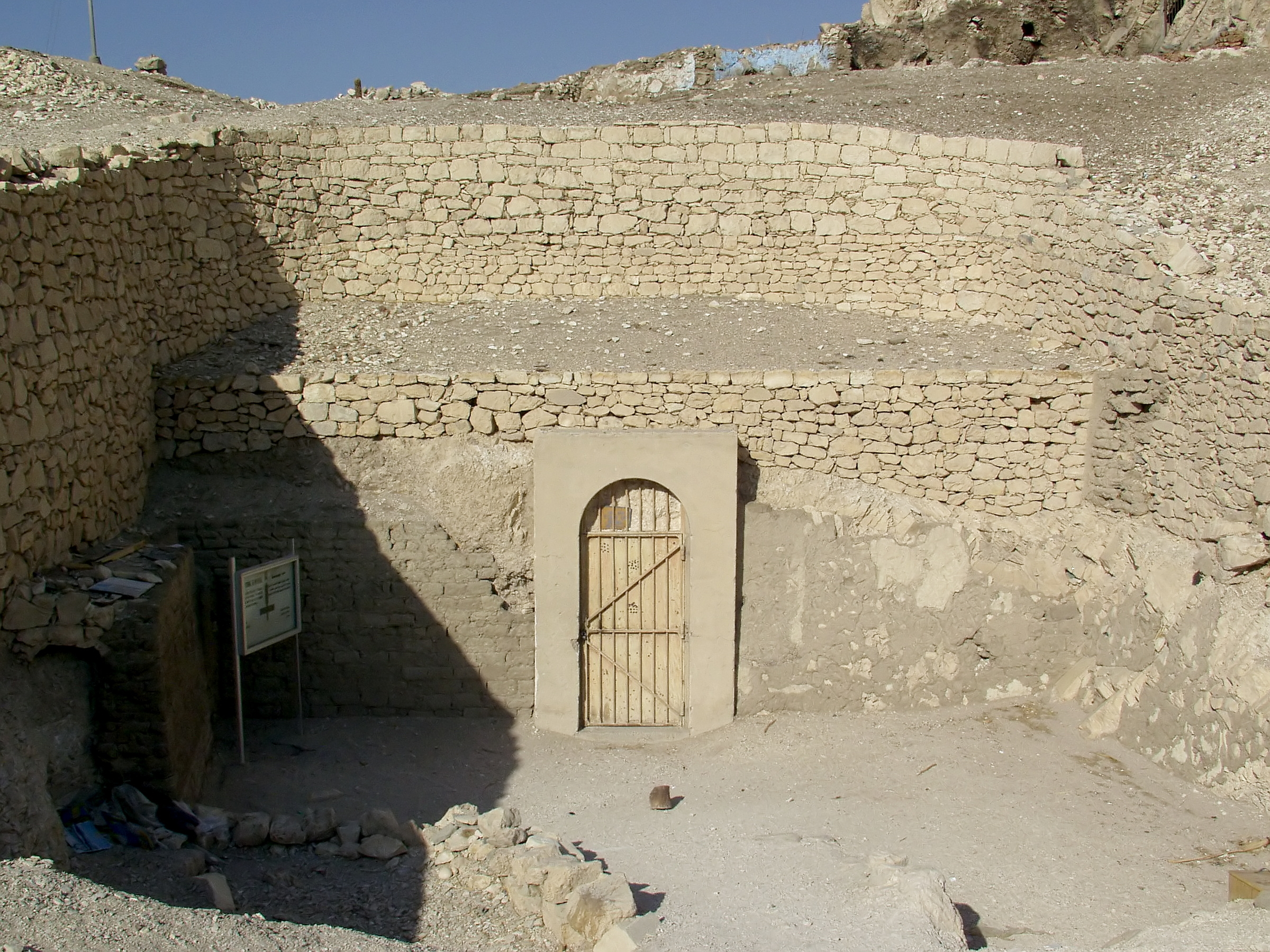 Archivo:Tomb of Menna (TT69) - Entrance.jpg - Wikipedia, la ...