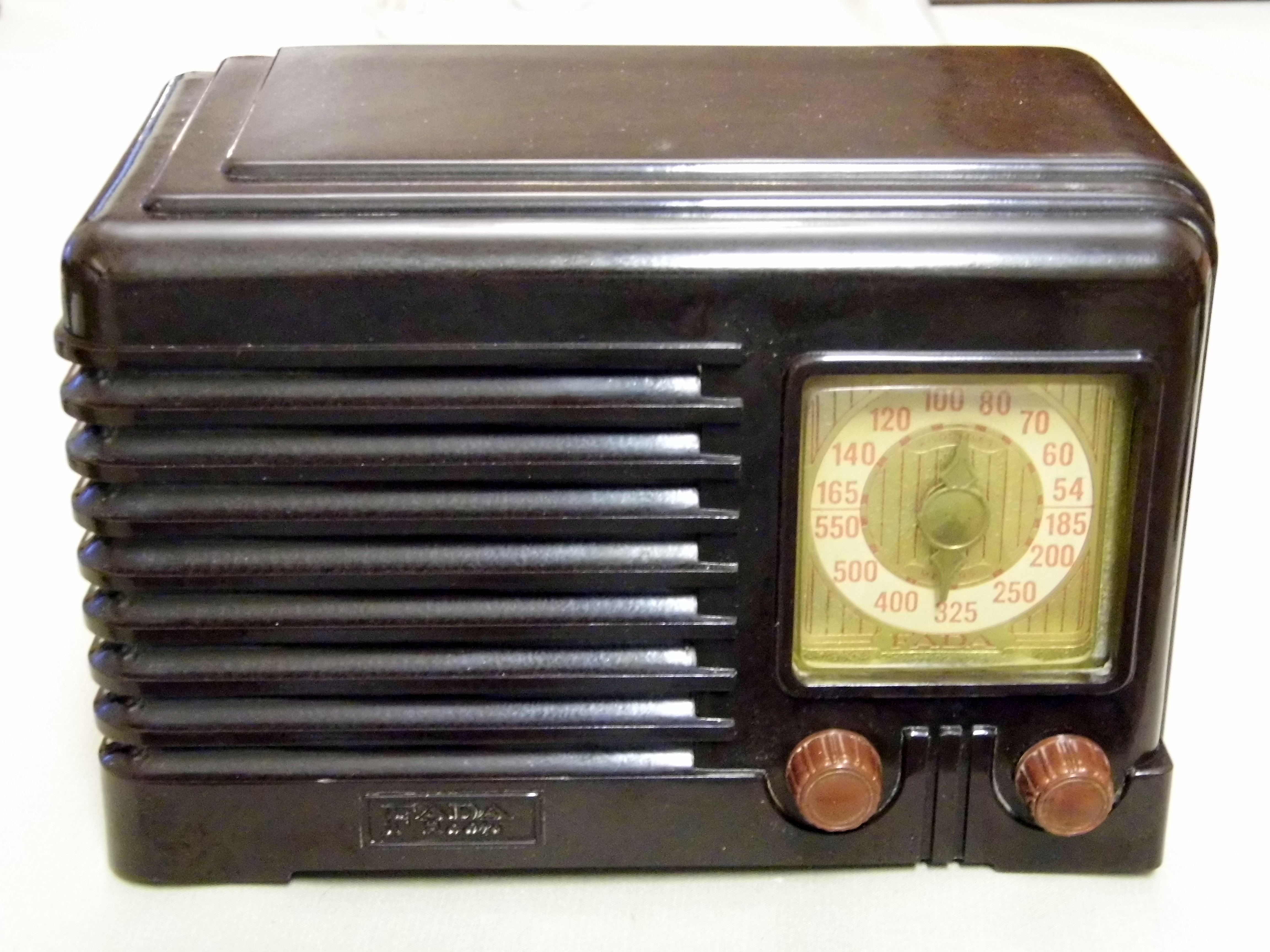 Vintage Radio With Cats Eye Tuner