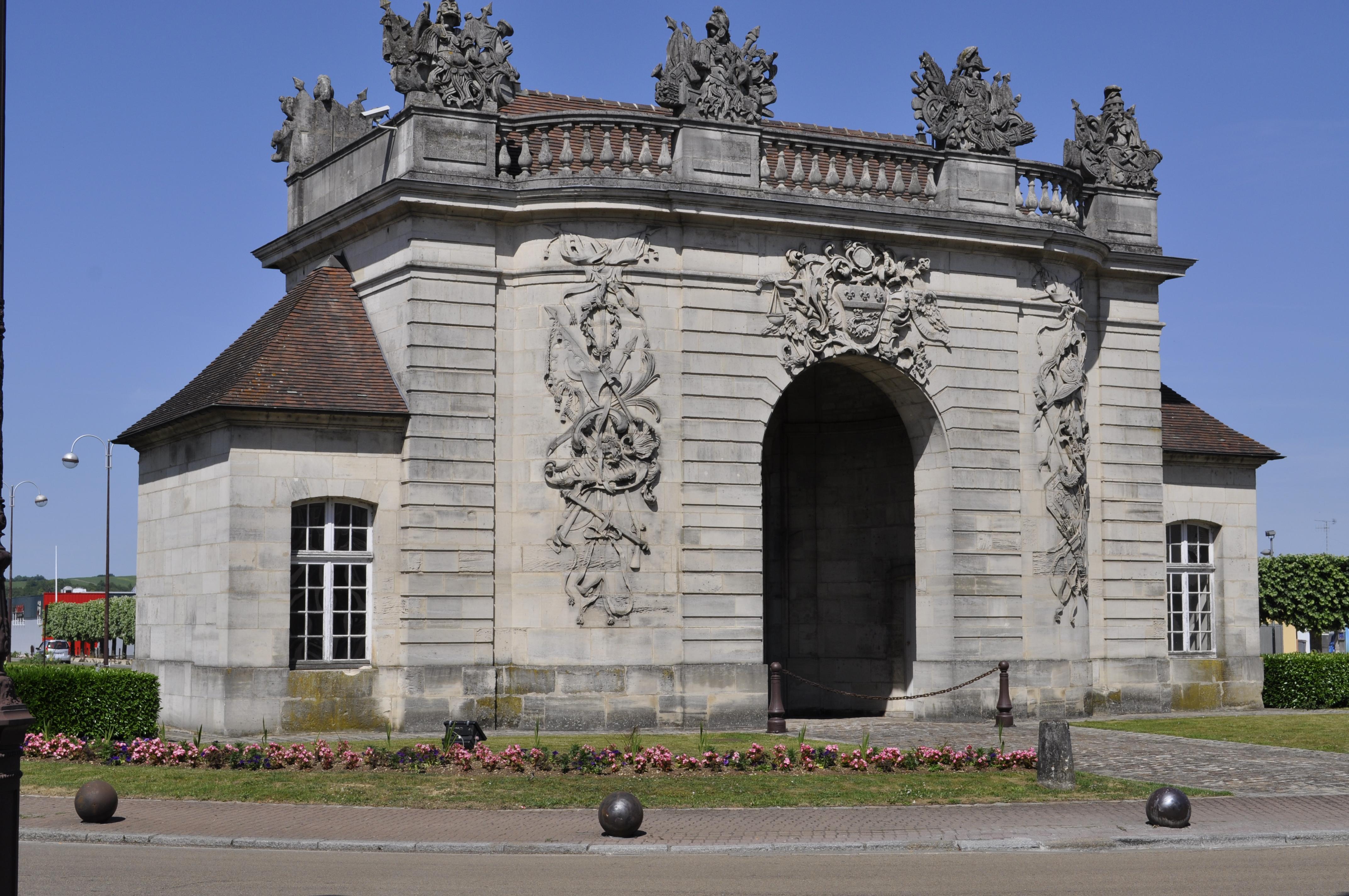 File vitry le fran ois centre ville porte du pont jpg for Garage vitry le francois