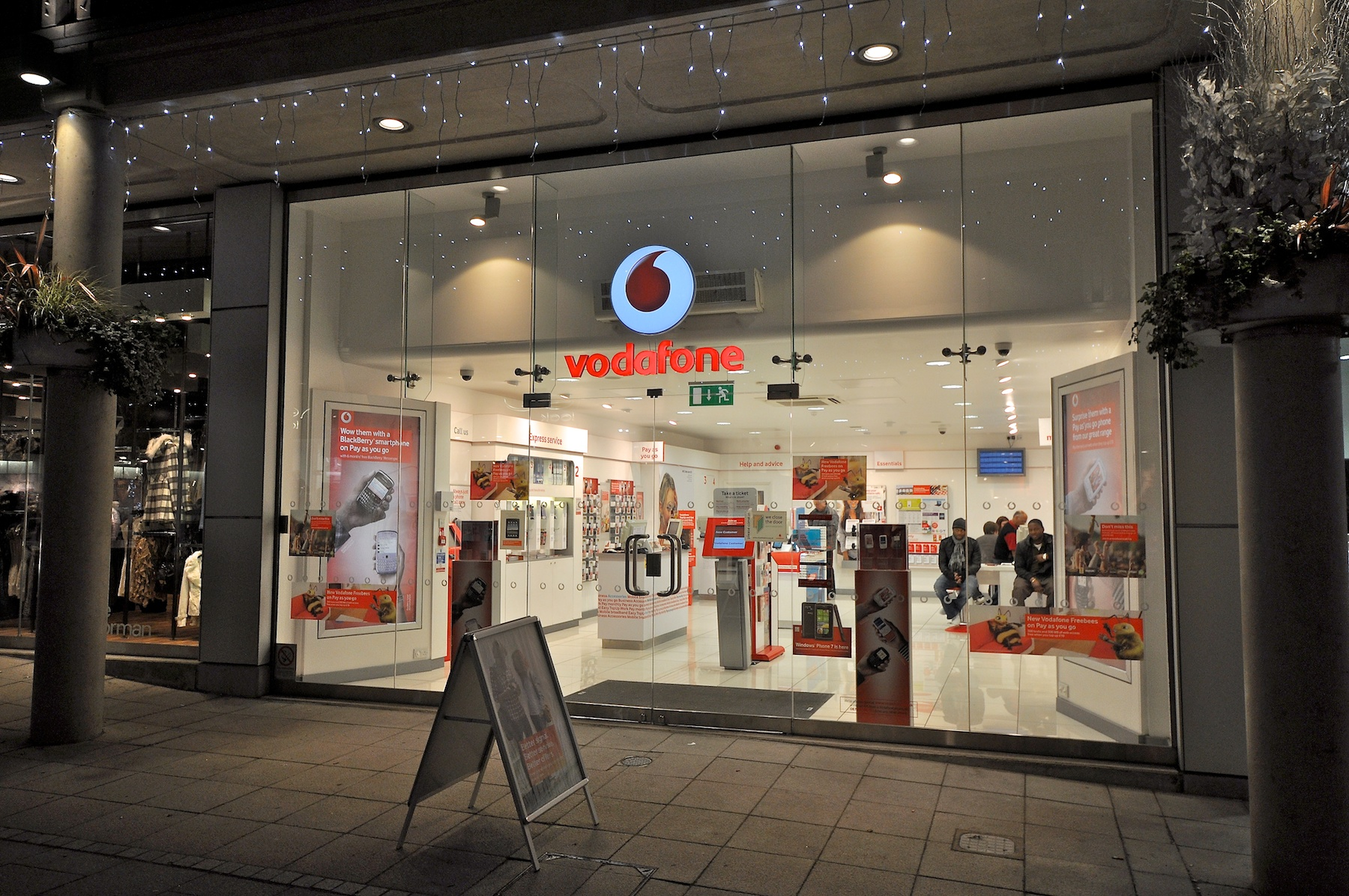 Description Vodafone Shop Christmas lights.jpg