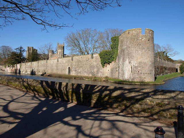 File:Wall and moat surrounding Bishop's Palace, Wells - geograph.org.uk - 1752894.jpg