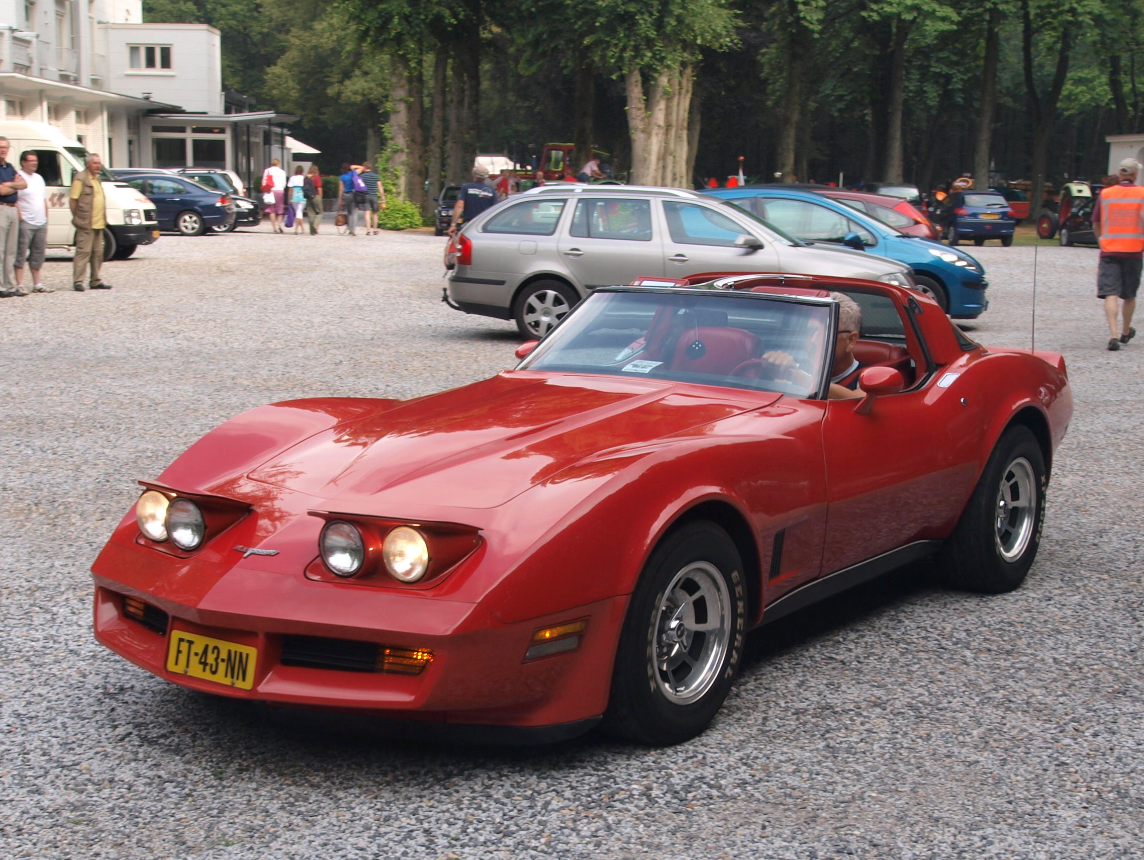 corvette history A brief history of corvette cars according to their generations, dating back from the 1950s to the corvettes seen on the road today.