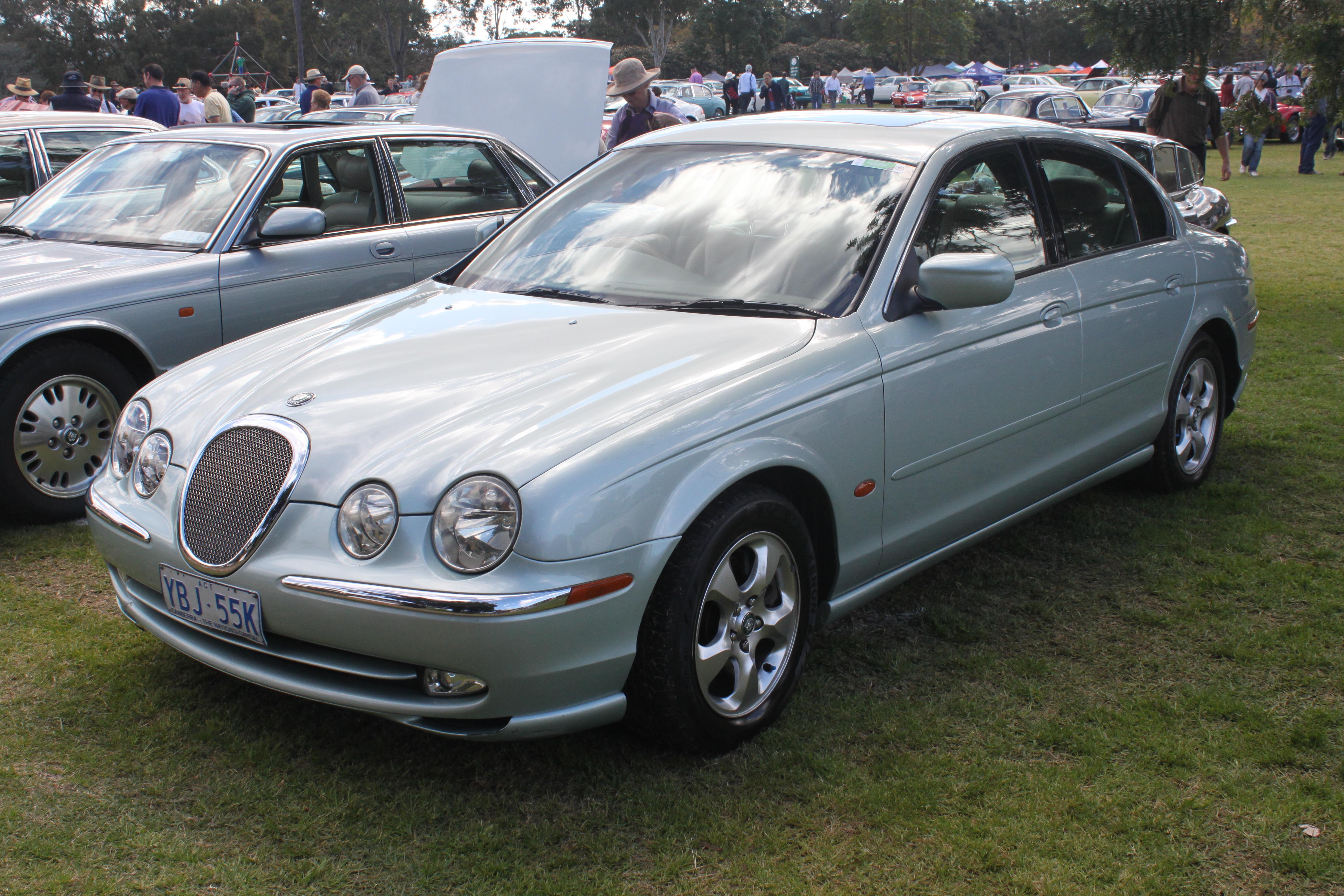 File:2000 Jaguar S Type (X200) SE 3.0 Sedan (21486737913)