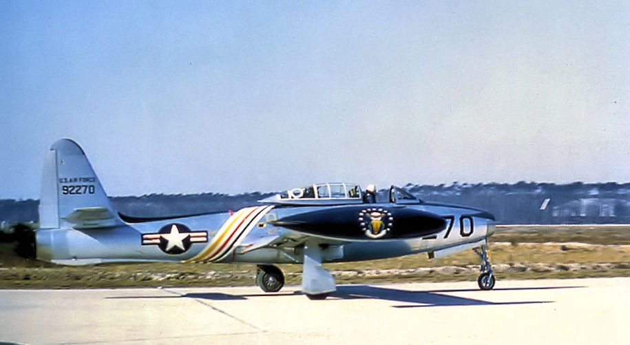 https://upload.wikimedia.org/wikipedia/commons/f/f8/525th_Fighter_Squadron_-_Republic_F-84E-10-RE_Thunderjet_-_49-2270.jpg
